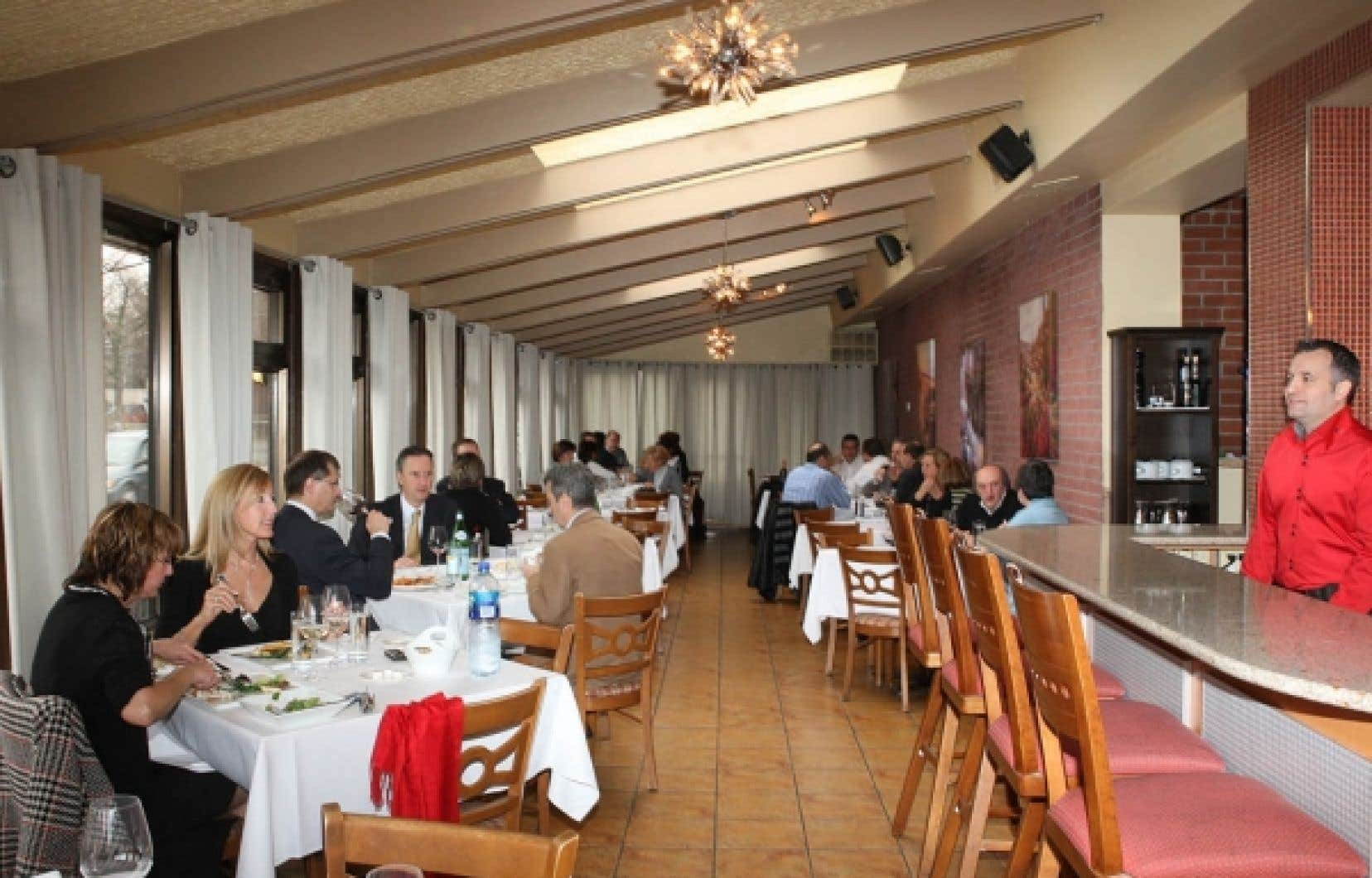 Le Primi Piatti a un décor moderne et ses petites salles peuvent accommoder de petits groupes.
