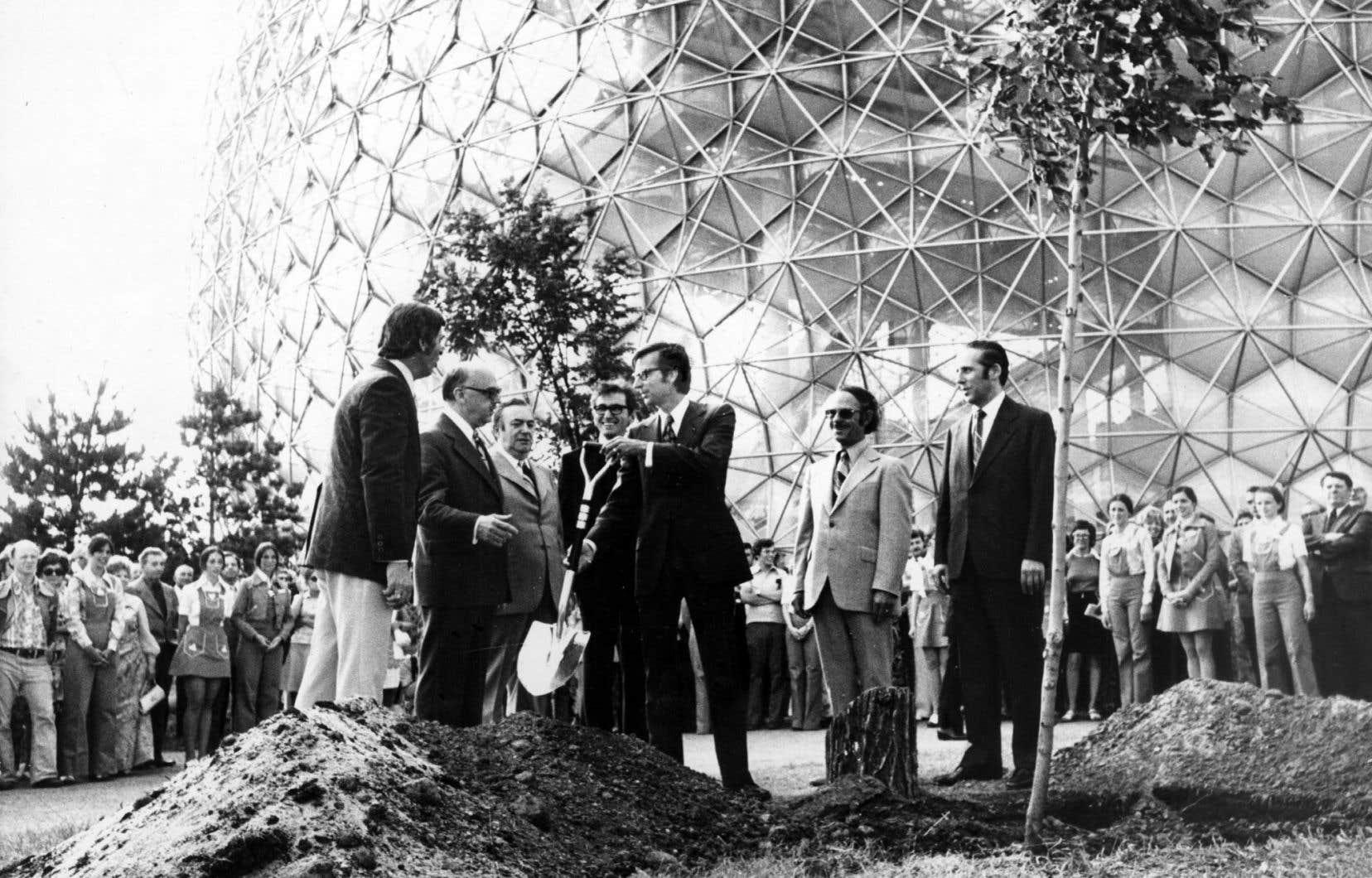 Le maire de Montréal Jean Drapeau et Robert Bourassa, alors député libéral De Mercier, à l'Exposition universelle de Montréal de 1967