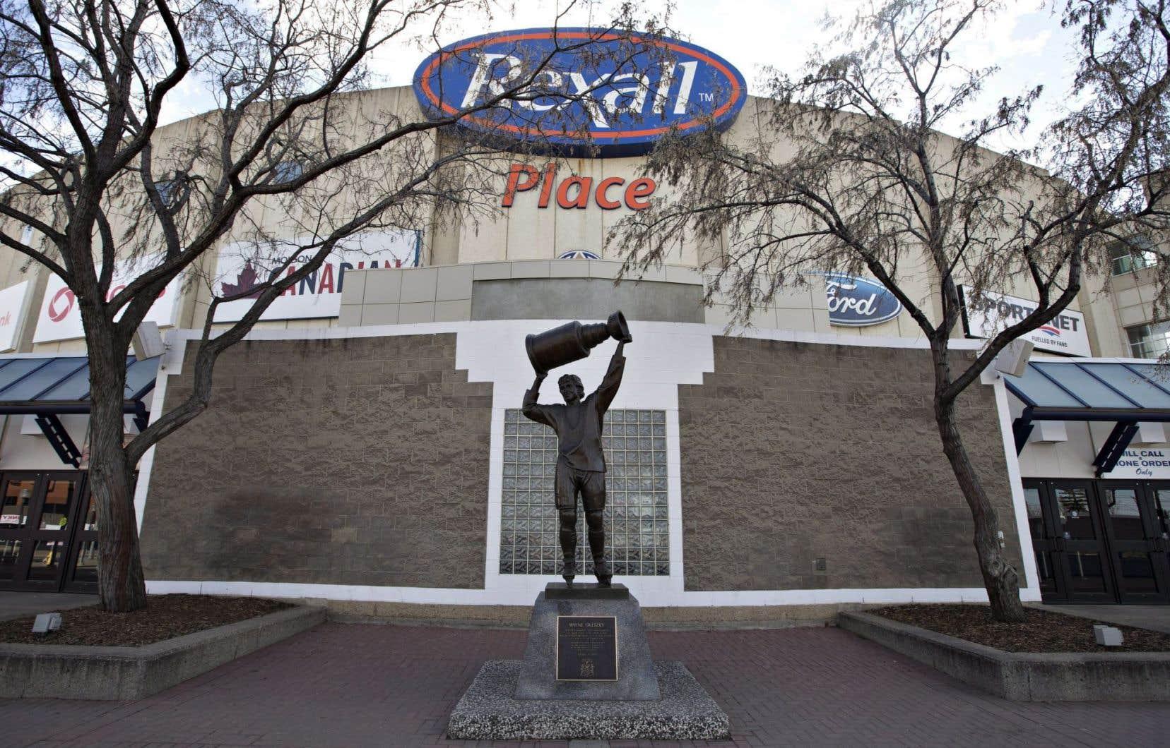 La statue de Wayne Gretzky devant le Rexall Place