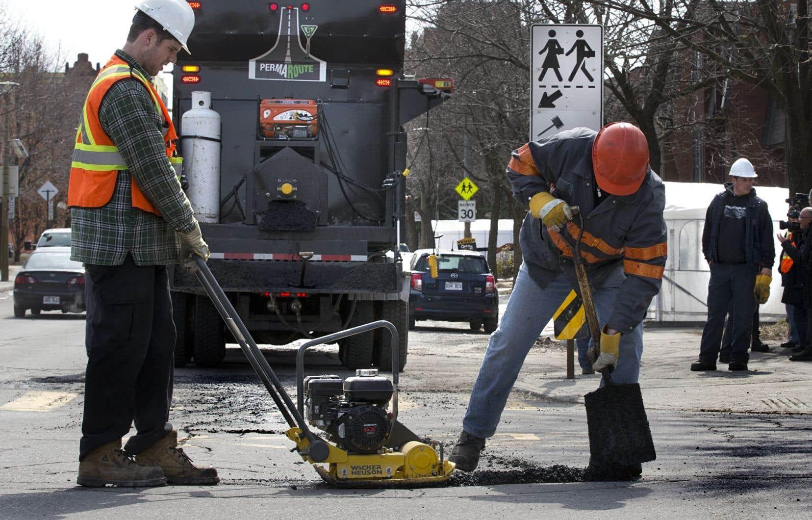 Ces dernières semaines, la Ville de Québeca reçu un nombre record de plaintes de citoyens en raison des nombreux nids-de-poule qui sont apparus après le mois de février.