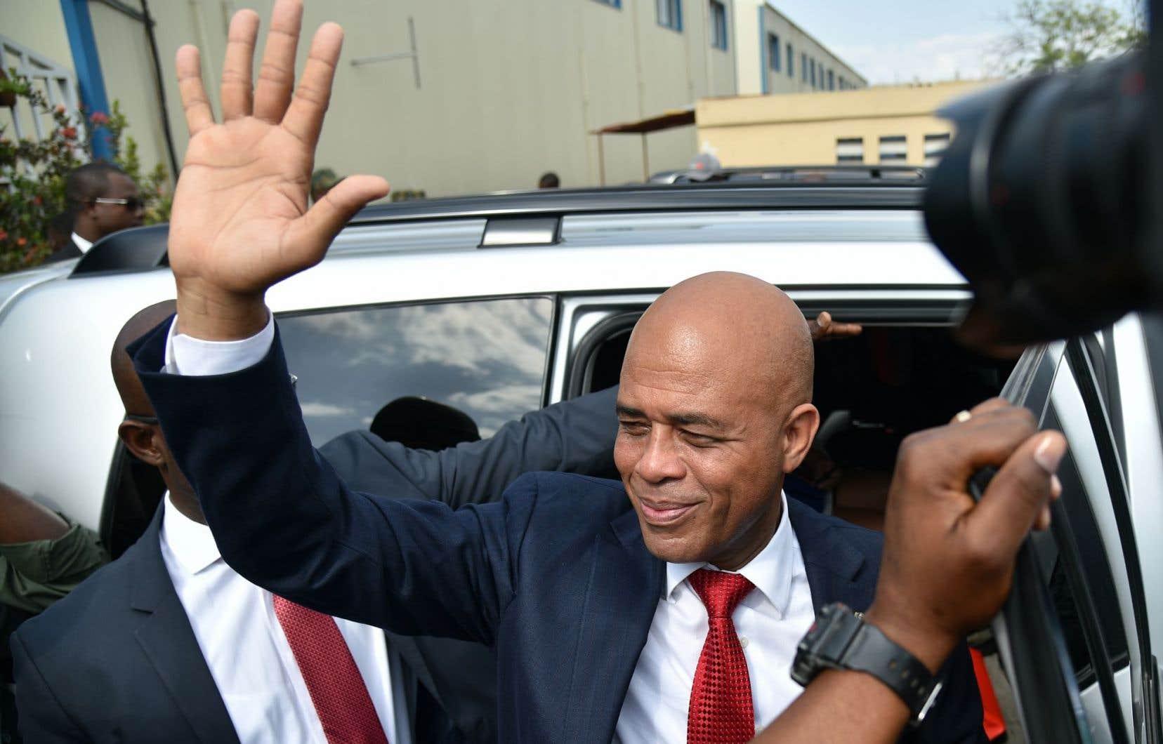 En raison des reports successifs du second tour de la présidentielle, Michel Martelly a achevé son mandat le 7 février sans remettre le pouvoir à un successeur élu.