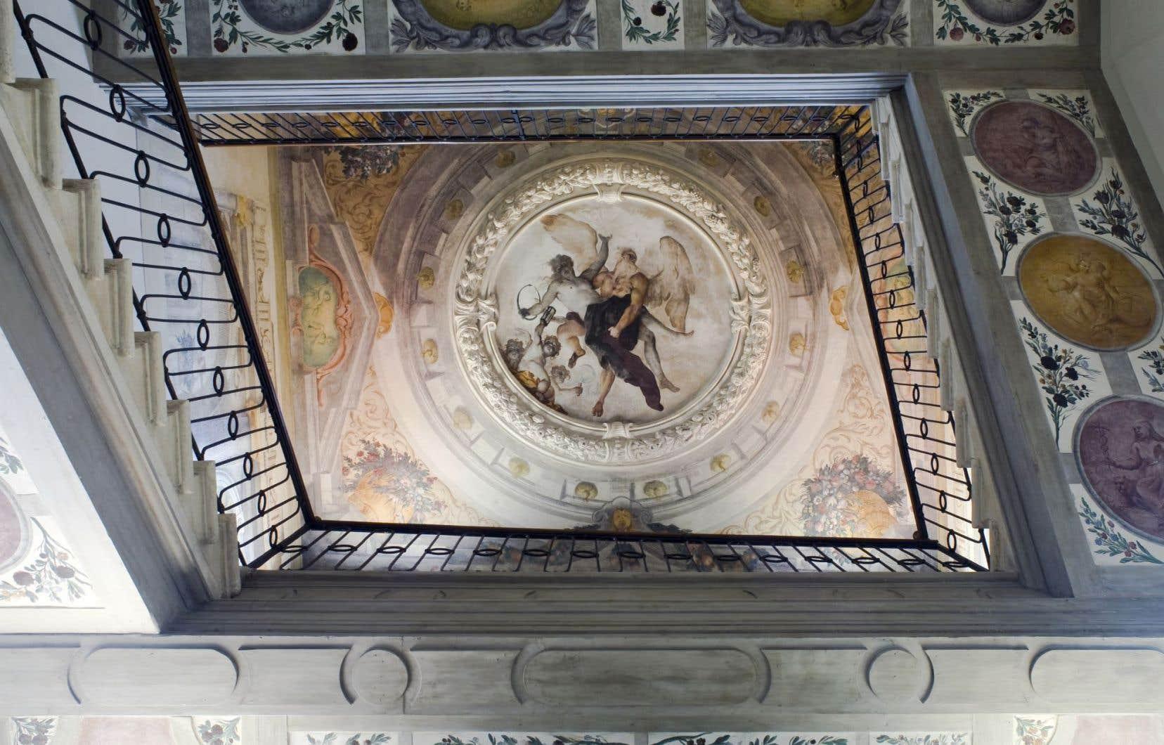 Le plafond est orné d'une fresque de Sebastiano Ricci représentant le temps faisant triompher la culture et la vérité.
