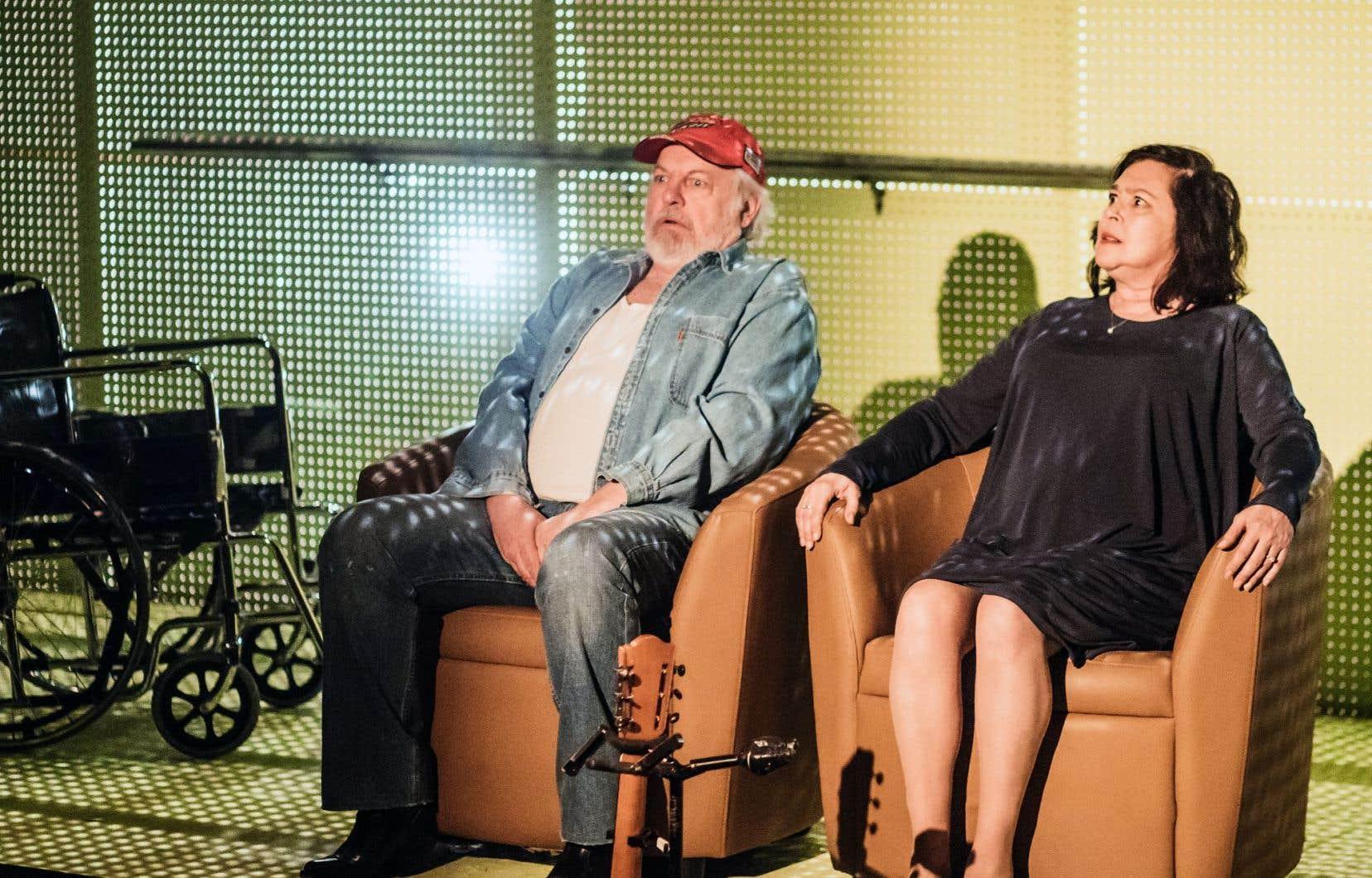Le vrai cœur qui bat dans la pièce d'Eugénie Beaudry, c'est Jessy (Vincent Bilodeau) et Simone (Louise Bombardier), dans la tendresse sale qui unit les corps usés comme les esprits en déroute.