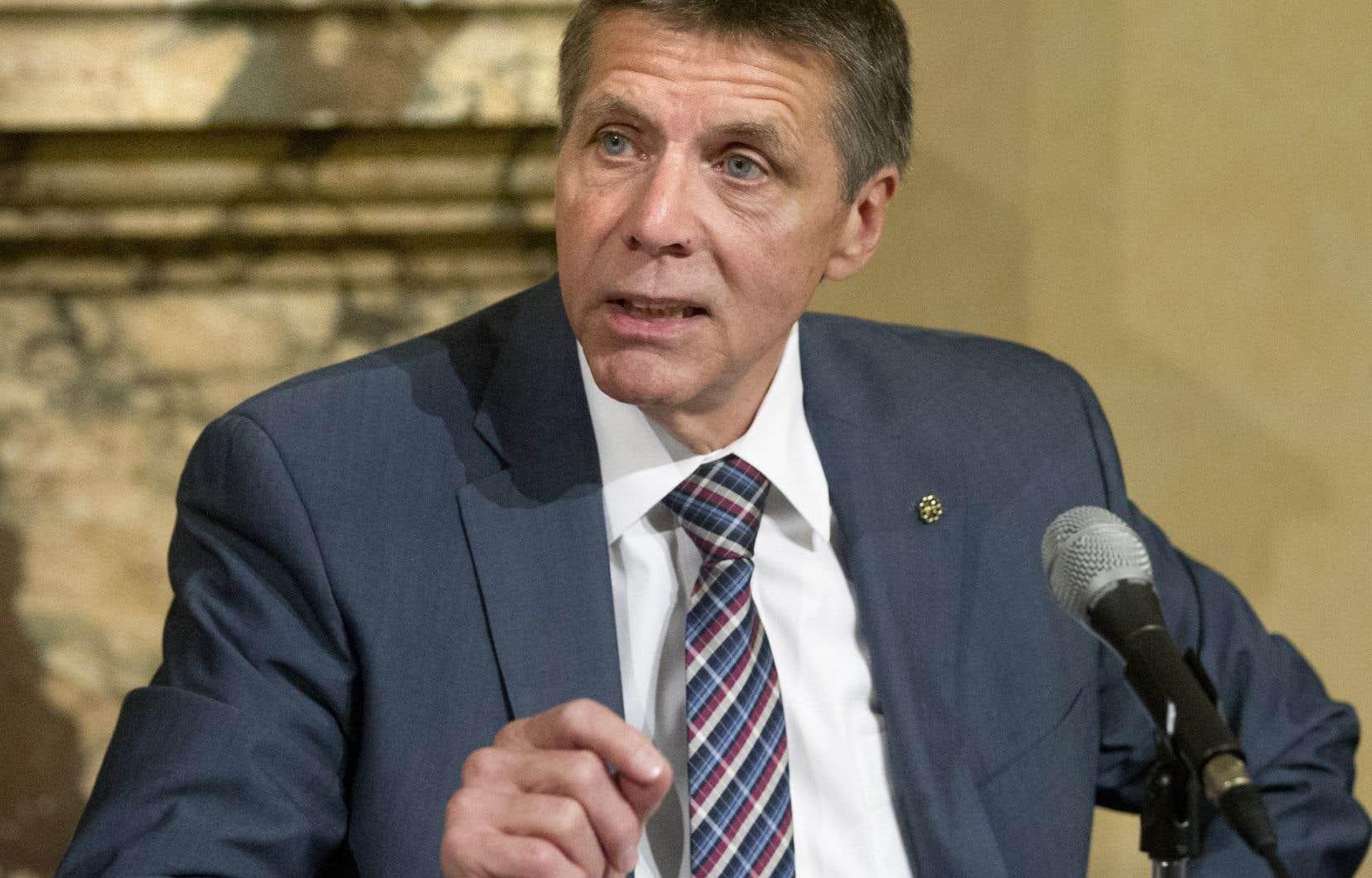 Malgré les surplus de 2015, le président du comité exécutif de la Ville, Pierre Desrochers, ne s'aventure pas à promettre un gel de taxes pour les Montréalais l'an prochain.