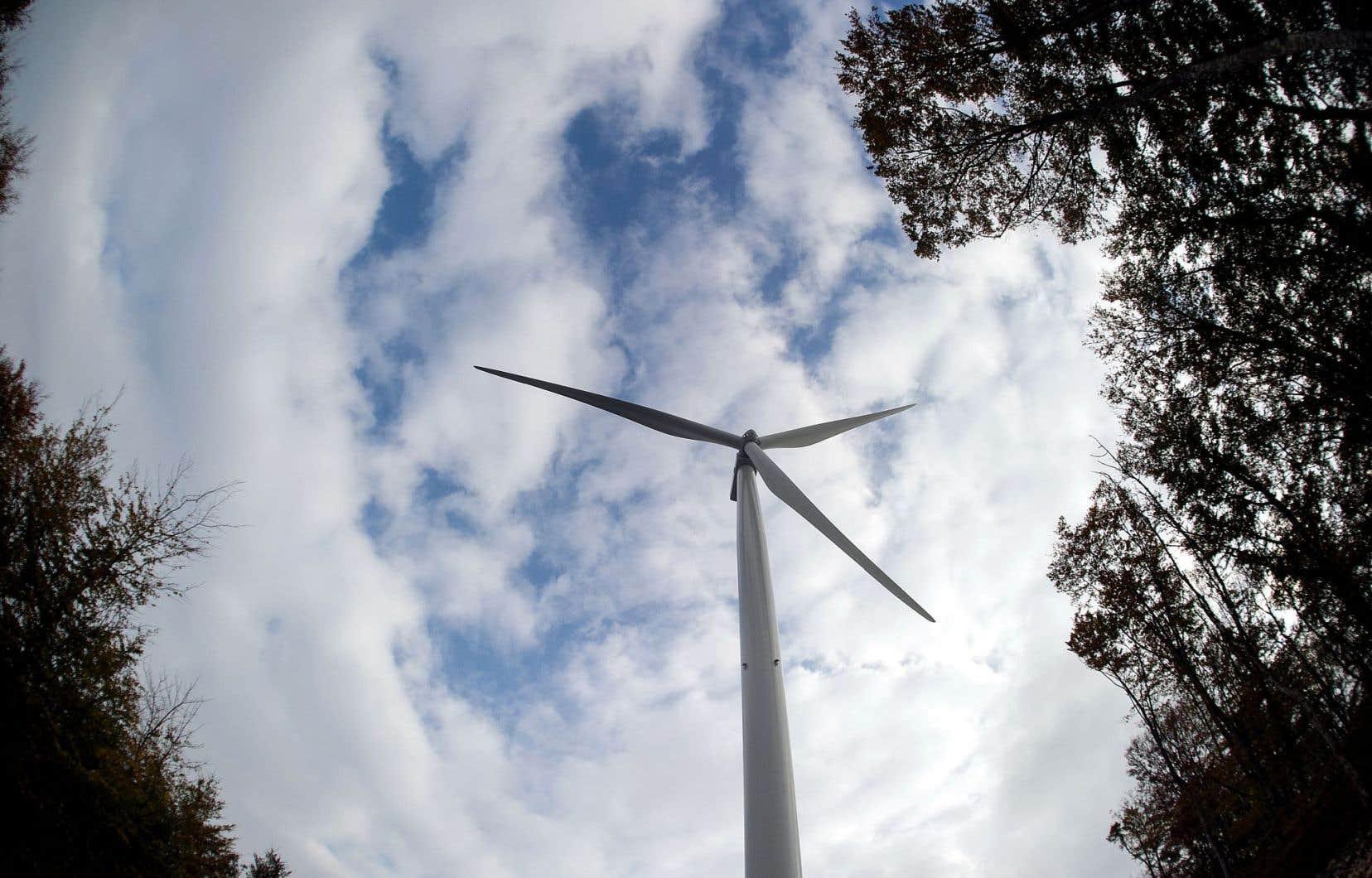 Au cours des dernières années, Hydro-Québec a présenté les appels d'offres pour de nouveaux parcs éoliens comme étant un des facteurs ayant contribué aux augmentations de tarifs qui ont été imposées aux clients.