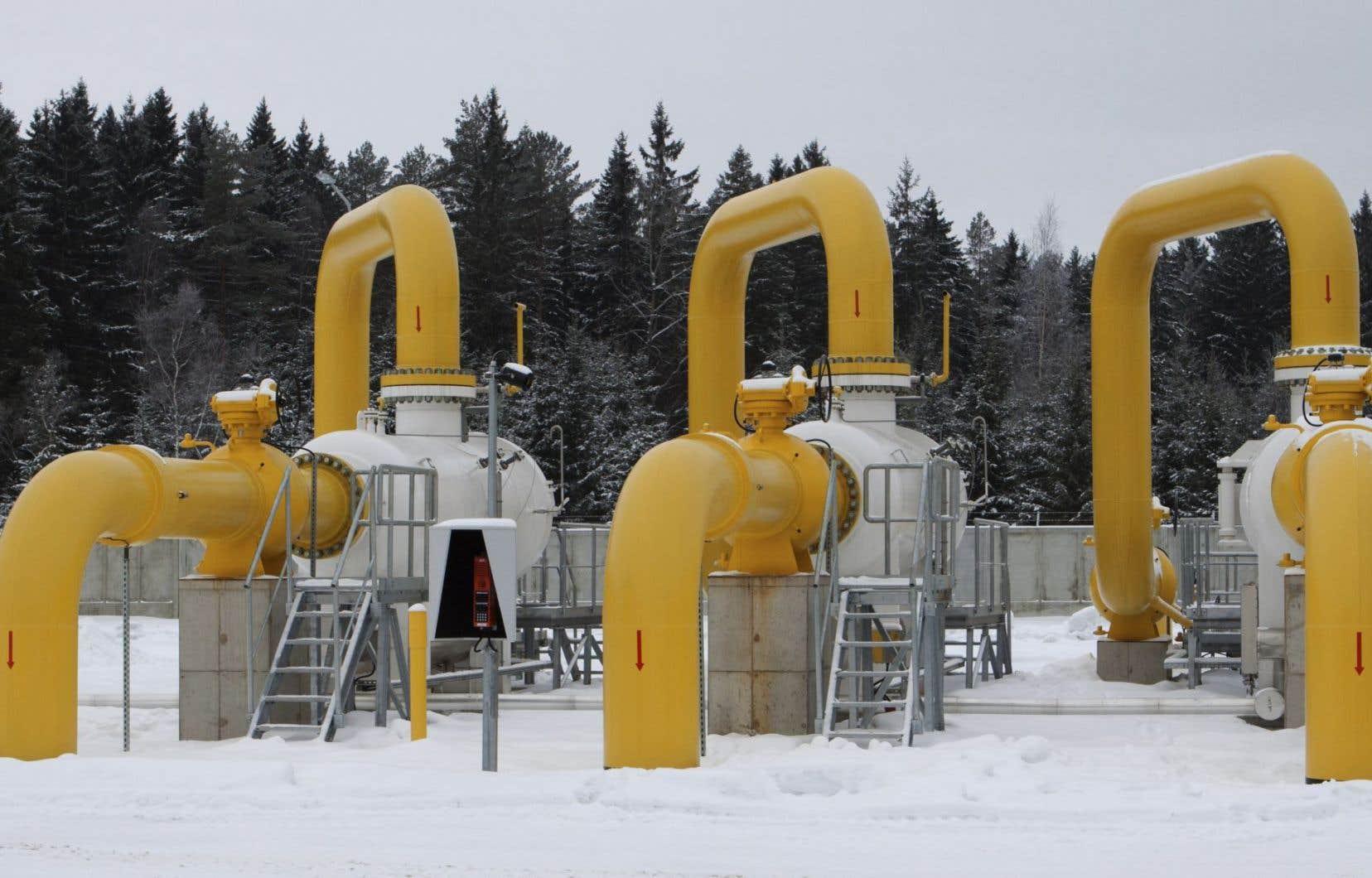 Plusieurs groupes environnementaux et citoyens demandent au gouvernement de mettre de côté l'idée d'accroître le recours au « gaz naturel fossile », comme le prévoit la nouvelle politique énergétique.