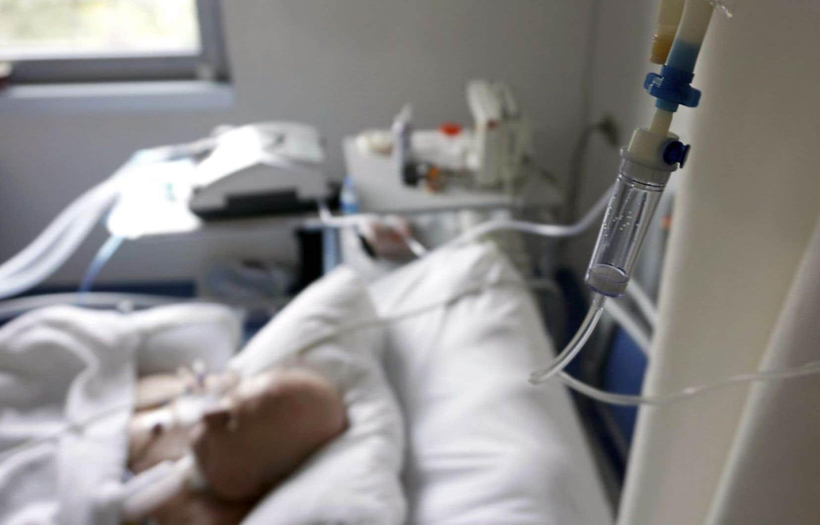 Pour le Collège des médecins du Québec, pas question de laisser les patients partir à la maison avec une prescription létale pour se l'administrer sans supervision médicale.