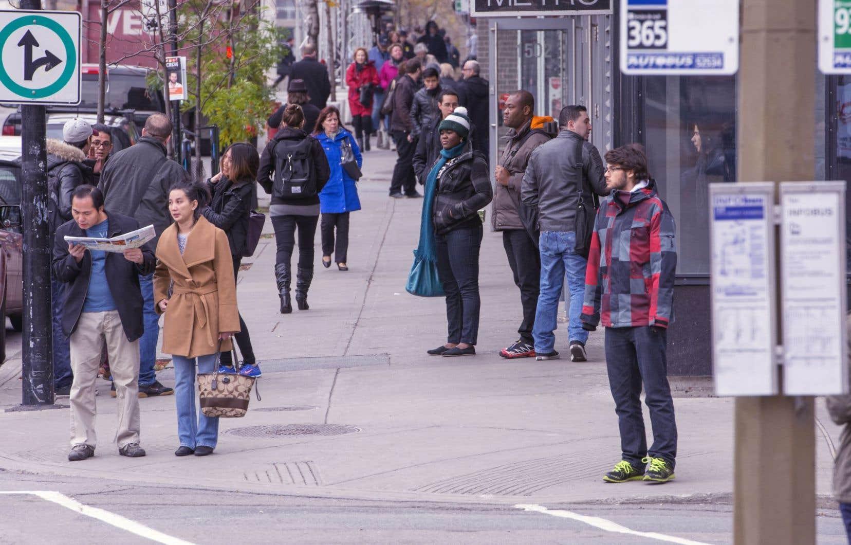 Montréal devrait miser, en priorité, sur un mode entre le métro et le bus local, selon un expert.