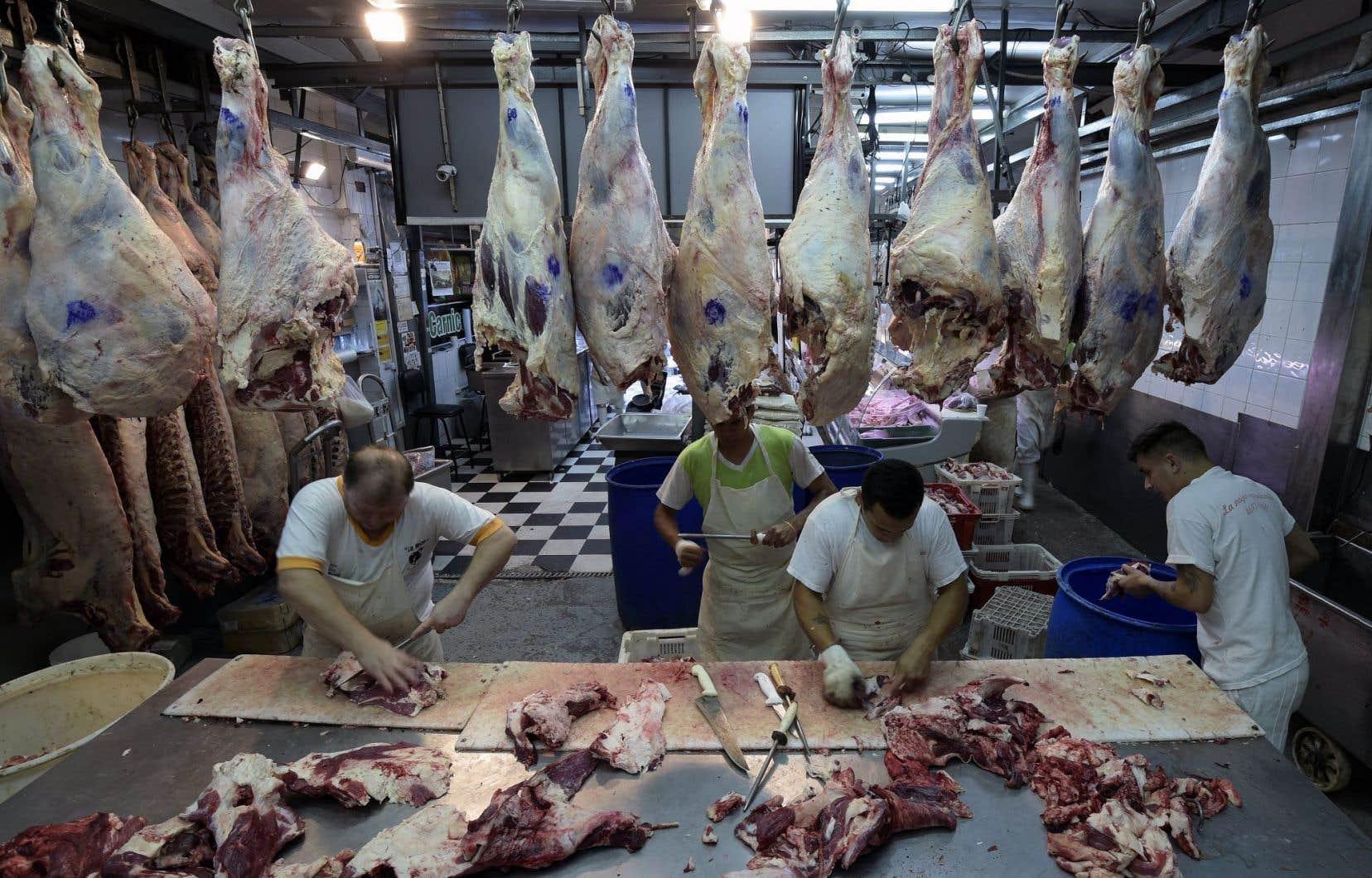 Des travailleurs s'affairaient dans un abattoir de Buenos Aires, en Argentine, en février dernier.