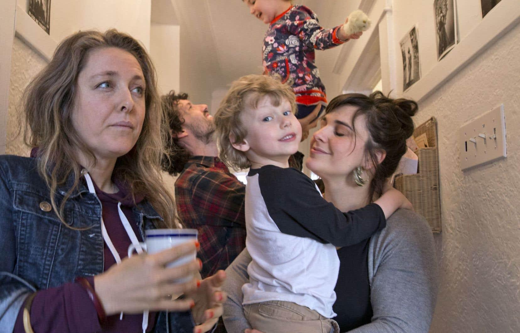 Rafaëlle Sinave, Philippe Lavallée et Maude Ménard-Dunn, ces derniers en compagnie de leurs enfants Margot et Rémi, sont du groupe de cinq Montréalais qui ont décidé de parrainer les Darwish.