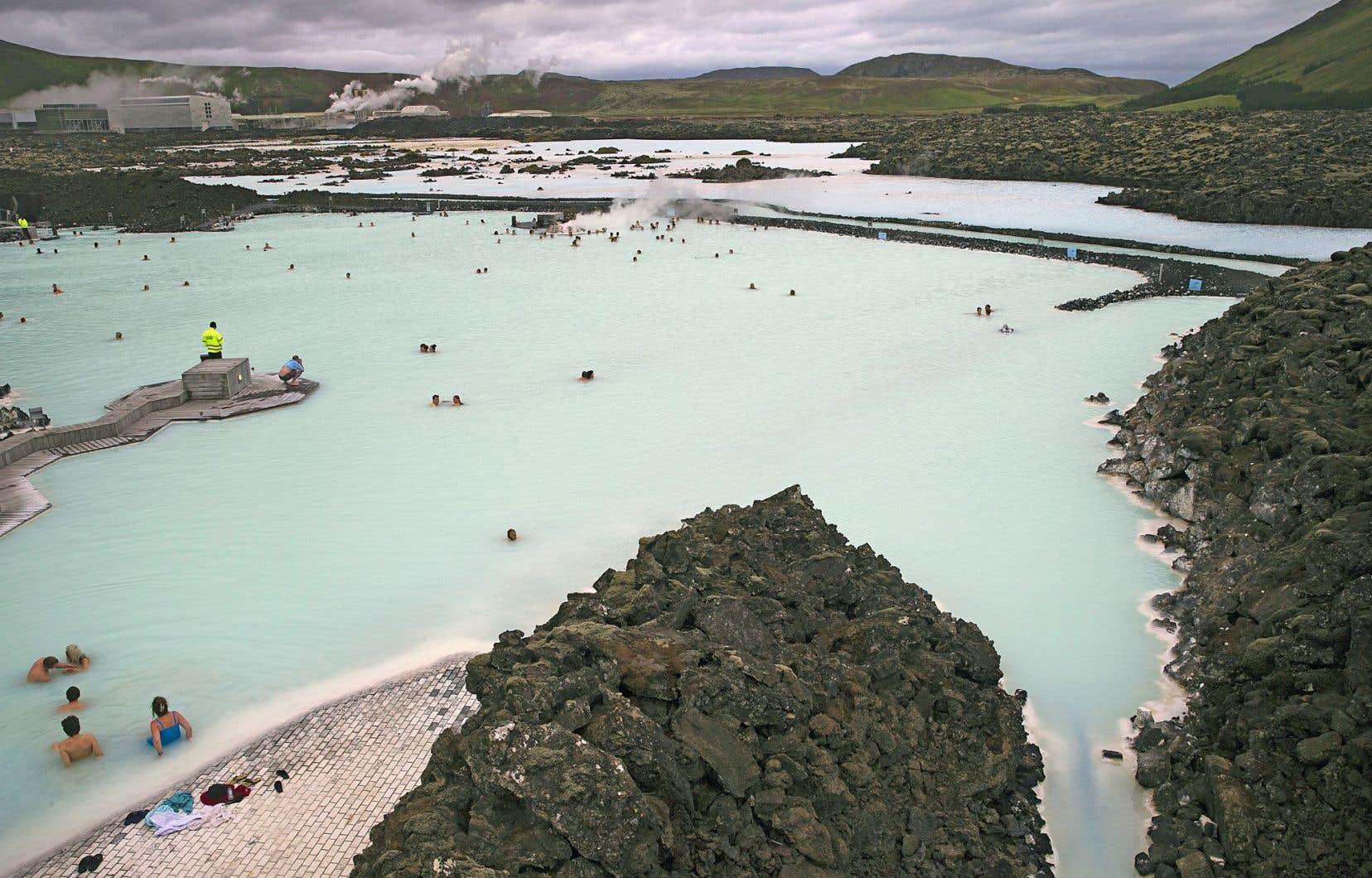 Le spa géothermique Blue Lagoon, l'une des attractions les plus populaires d'Islande, dans la péninsule Reykjanes.