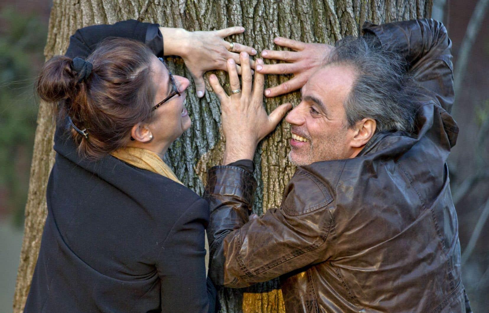 Les amoureux Audrey Murray et Jean-François Casabonne, mariés depuis 16ans. Dans la sève d'une relation s'inscrivent le jeu et la complicité du désir.