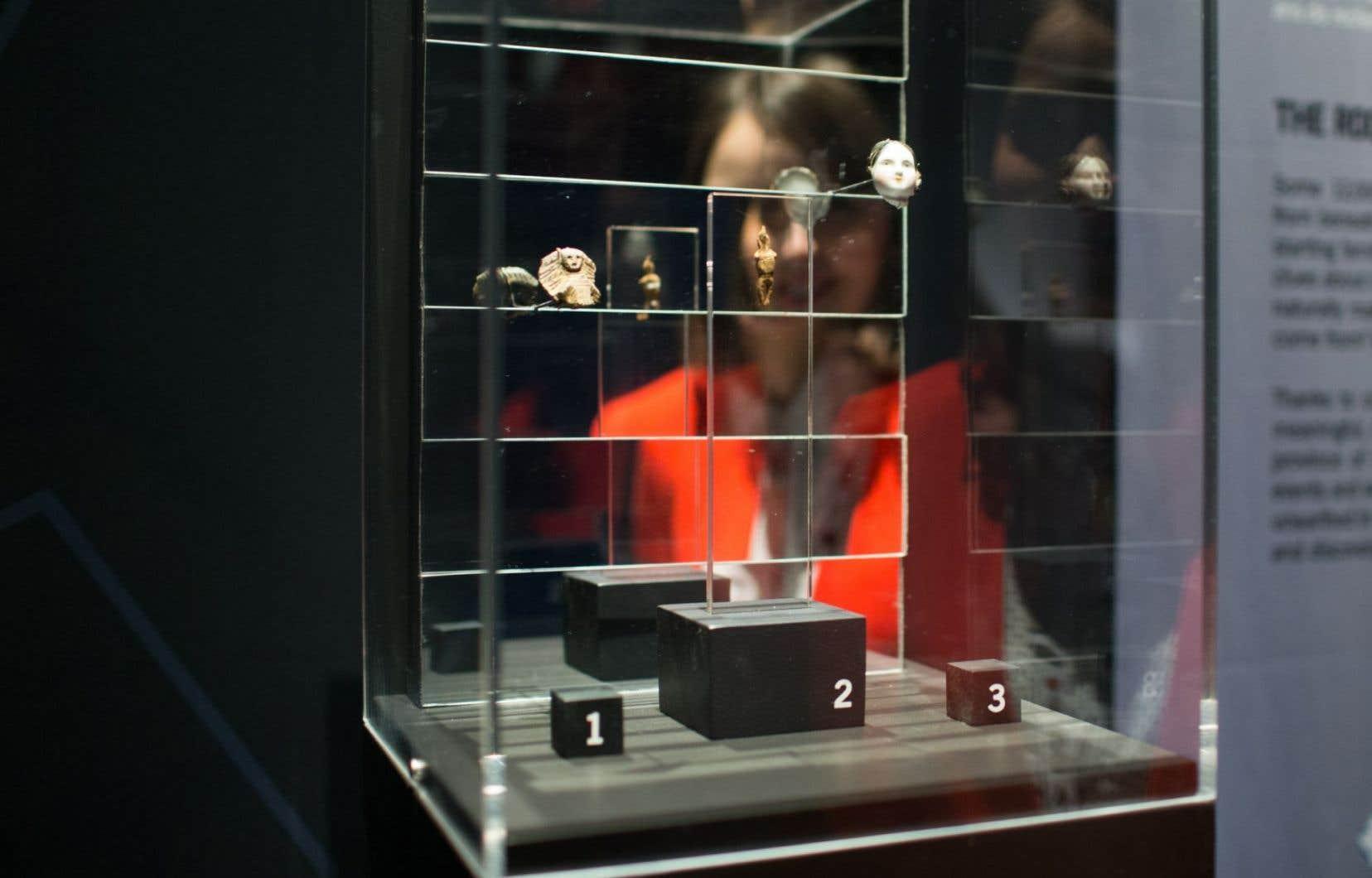 Dévoilement d'une exposition au musée d'archéologie et d'histoire Pointe-à-Callière de Montréal en février 2016
