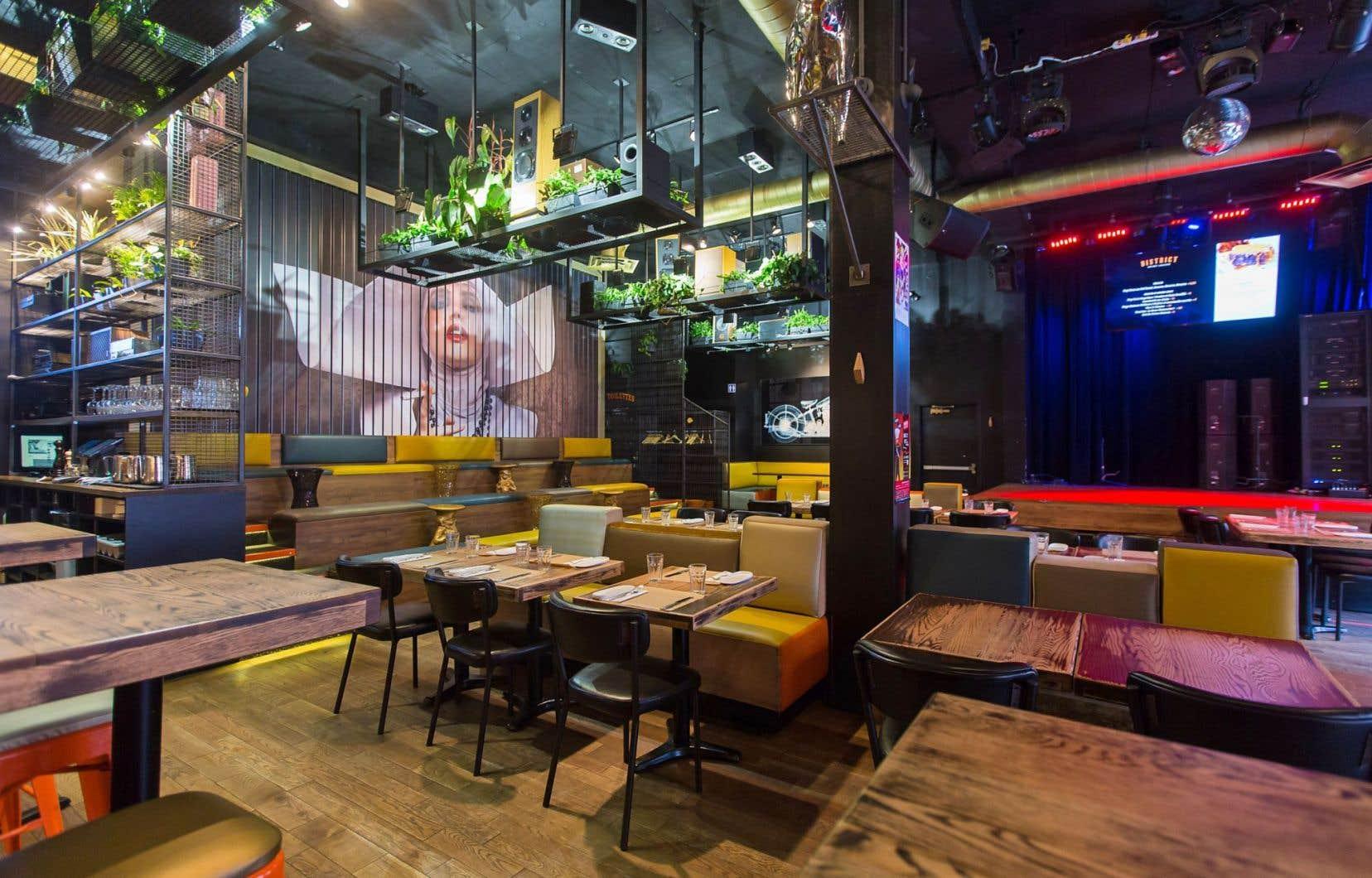 L'endroit s'affiche comme une antre joyeusement éclectique qui, outre sa fonction de restaurant, sert aussi à présenter des spectacles, conférences et événements de tout acabit.