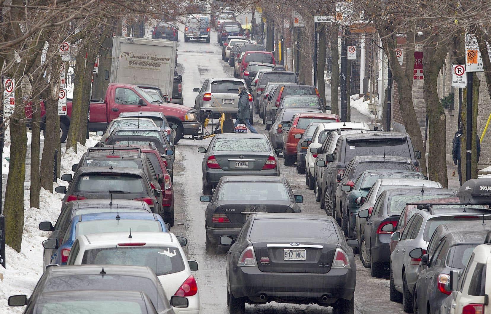 Trouver une place de stationnement peut être un casse-tête pour plusieurs, surtout en hiver.