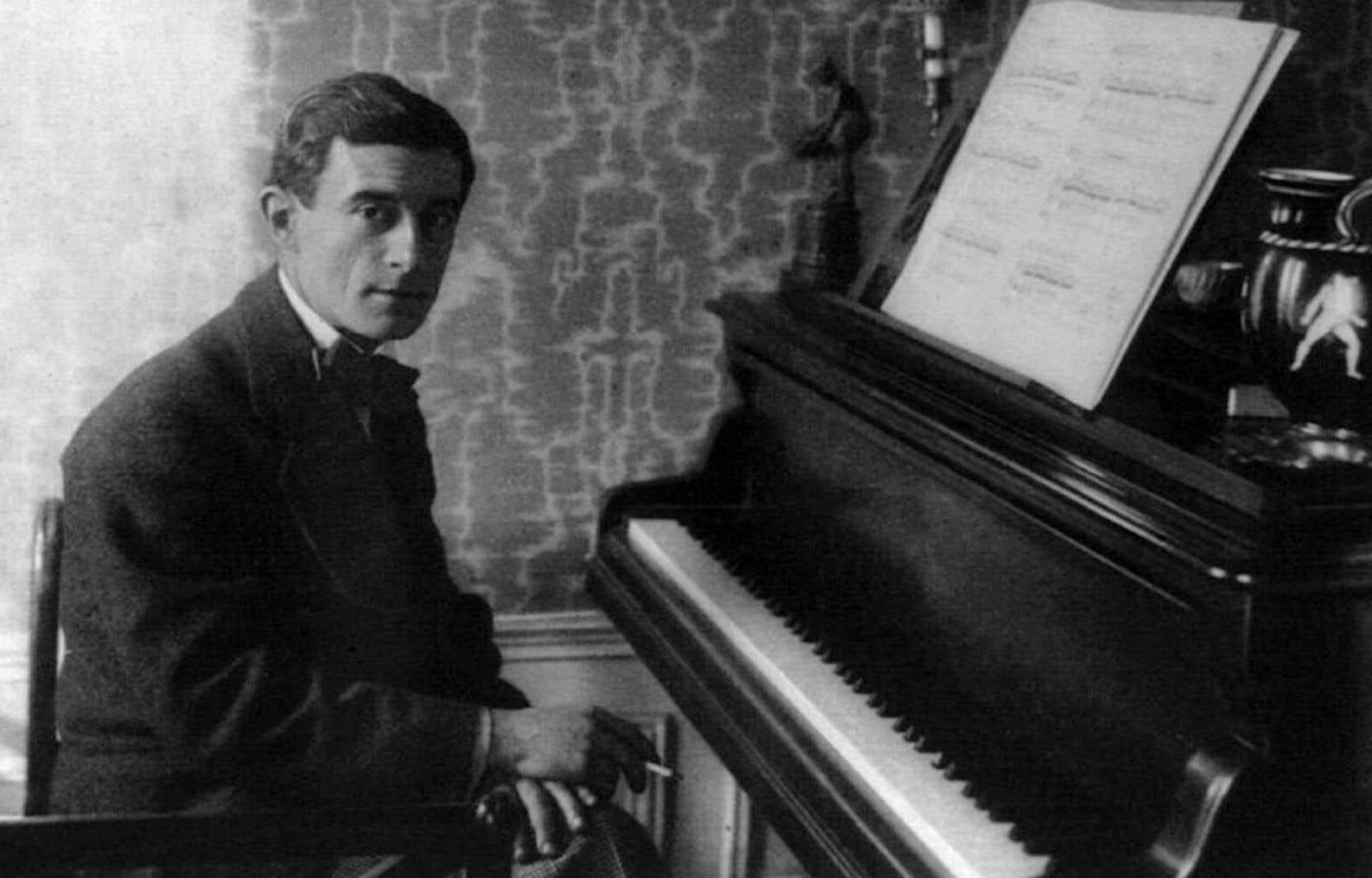 Maurice Ravel au piano, en 1914