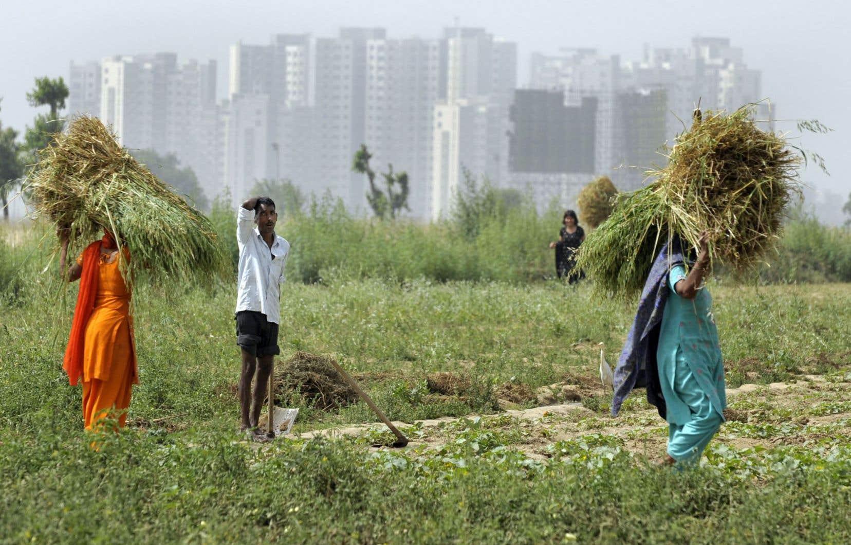 À partir de 1989, on a chassé les paysans et les villageois pour créer une ville censée accueillir une population aisée.