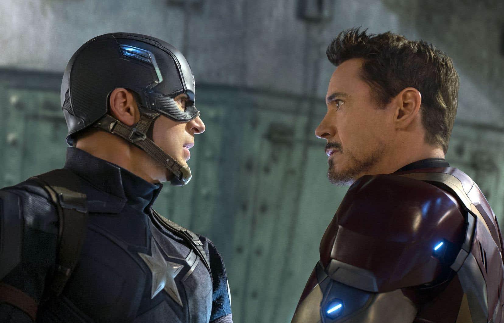 Captain America (Chris Evans) s'oppose à Iron Man (Robert Downey Jr.).