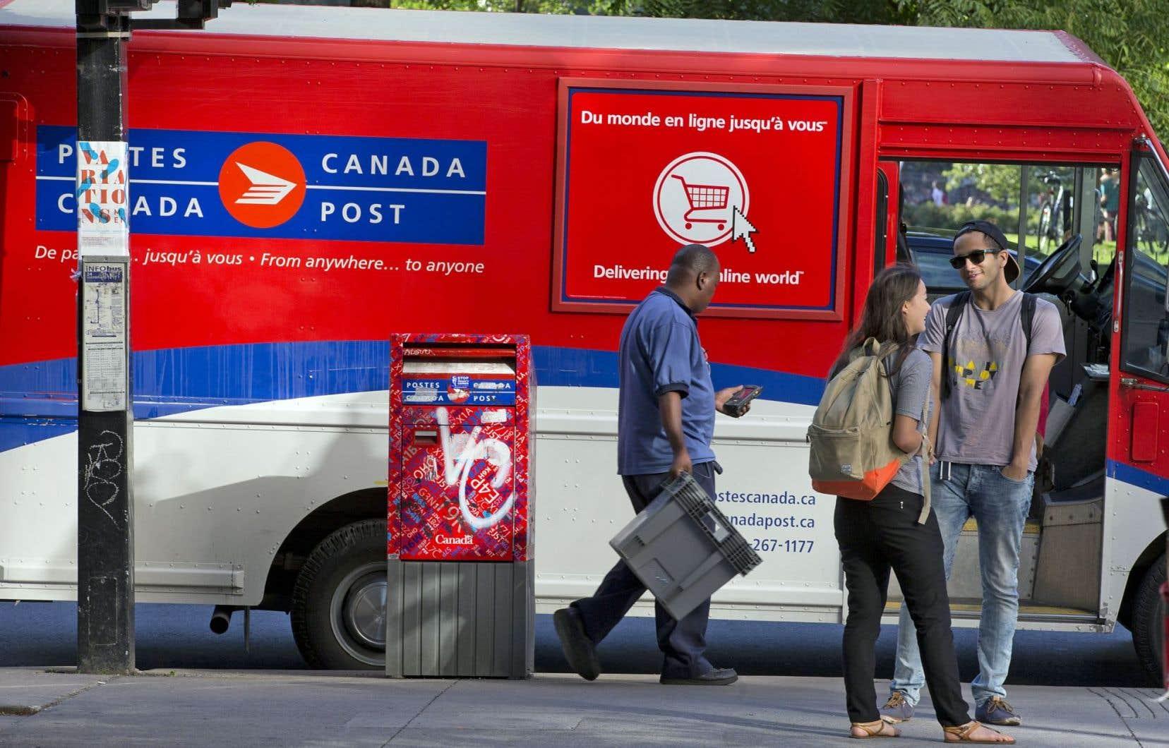 Le courrier continue sa descente, amorcée en 2006. Il a affiché une baisse de 6,1 % par rapport à 2014, se chiffrant à 239 millions d'articles.