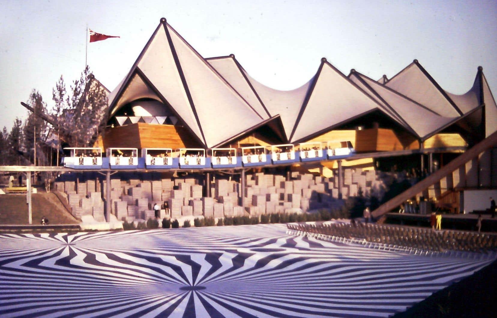 Un pavillon de l'Expo 67. Plusieurs historiens dénoncent le manque d'intérêt apparent des organisateurs à célébrer l'histoire de Montréal dans le cadre des fêtes du 375e.