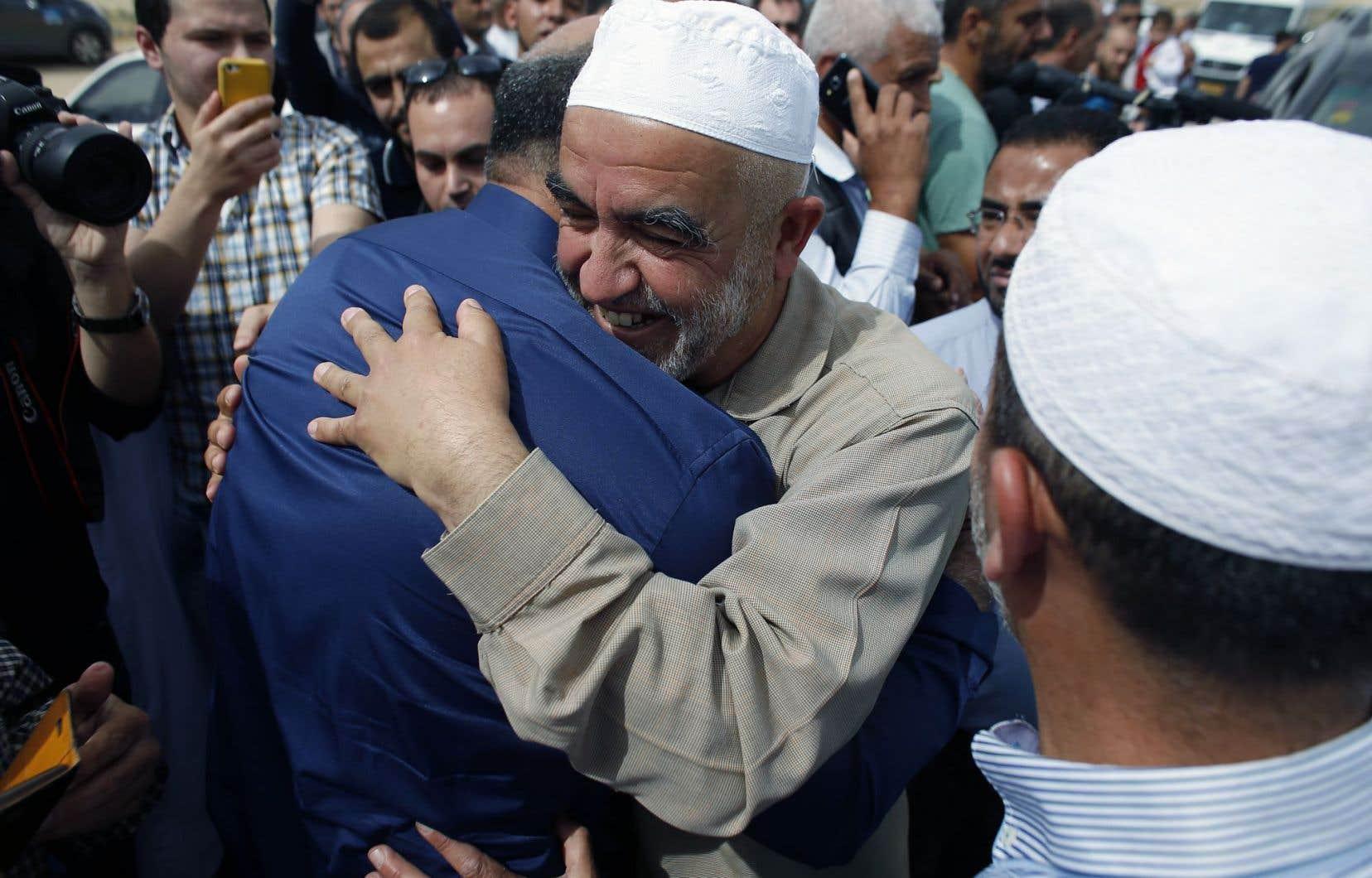M.Salah a affirmé à ses partisans venus lui donner l'accolade que c'était pour lui «un honneur d'entrer en prison pour défendre et protéger al-Aqsa et Jérusalem».