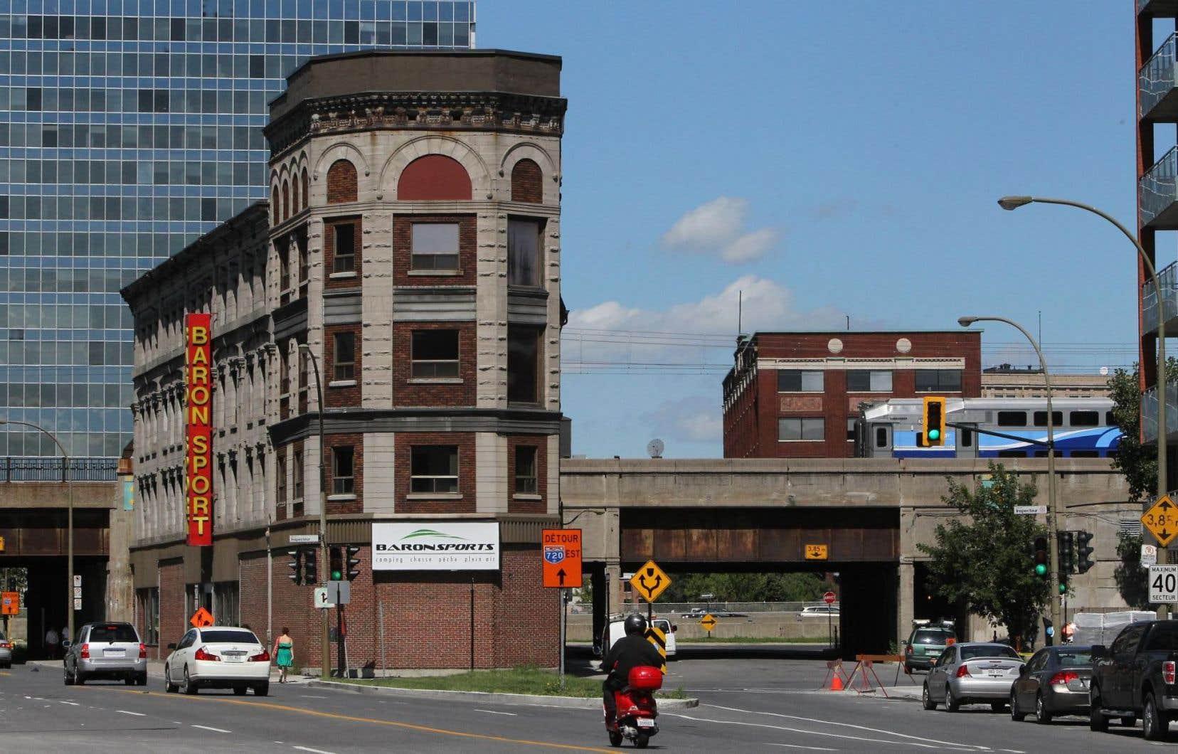 L'édifice Rodier, de forme triangulaire et situé au 932, rue Notre-Dame ouest, a été construit en 1875. La Ville de Montréal en a fait l'acquisition en 2010.