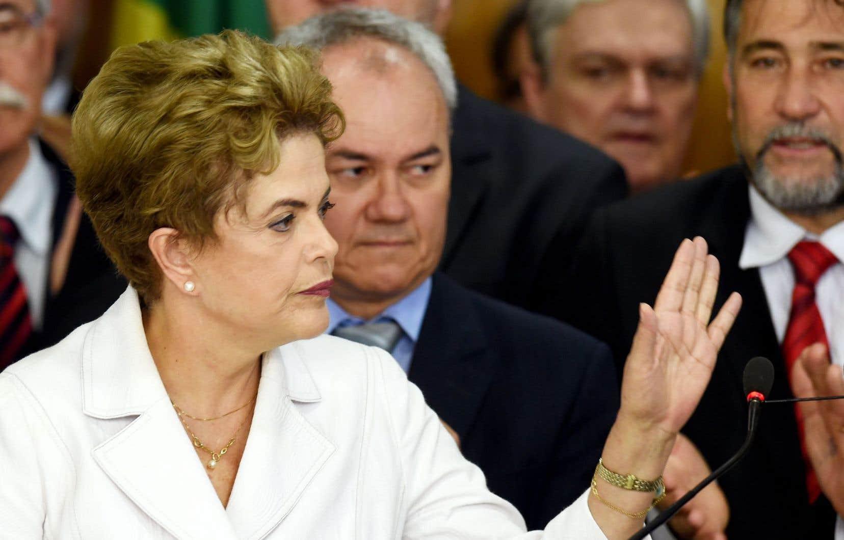 Dilma Rousseff, émue, a dit au revoir jeudi à ses députés, ministres et partisans.