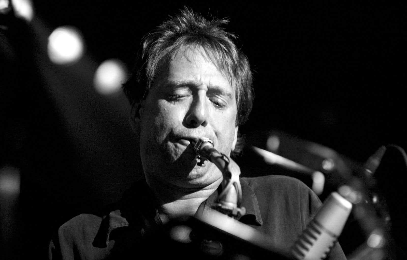 Le musicien autodidacte abolit depuis longtemps les frontières qui se dressent entre le jazz, le klezmer et le hardcore.
