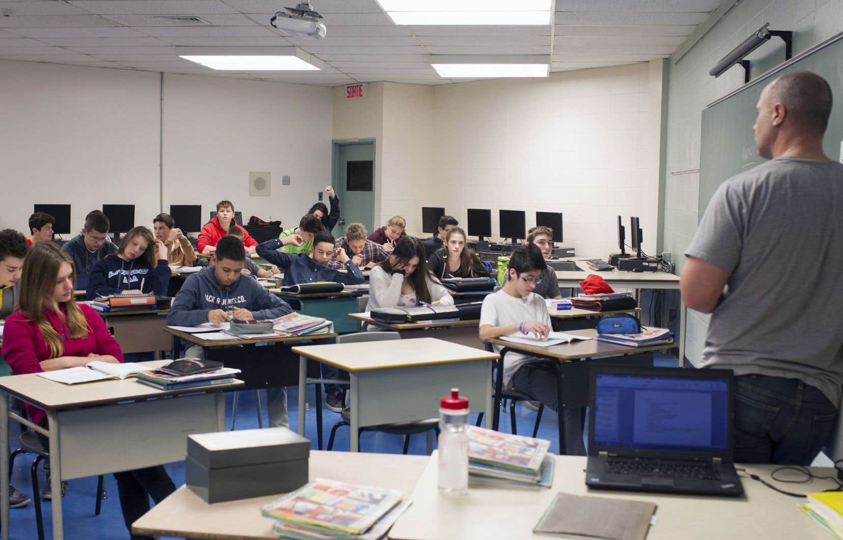 En septembre 2016, les écoles ne seront pas dans l'obligation d'adopter le nouveau programme d'histoire de 3e secondaire. Elles pourront choisir de le faire ou de conserver l'ancien programme (celui de 2006).