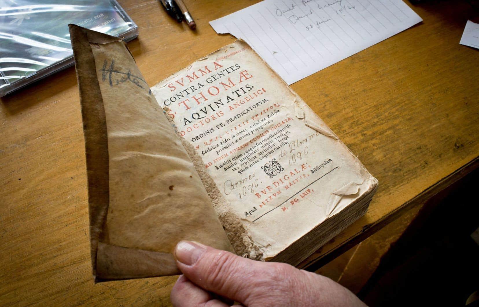 Certains ouvrages précieux datant des XVe et XVIesiècles réclament des soins très complexes.