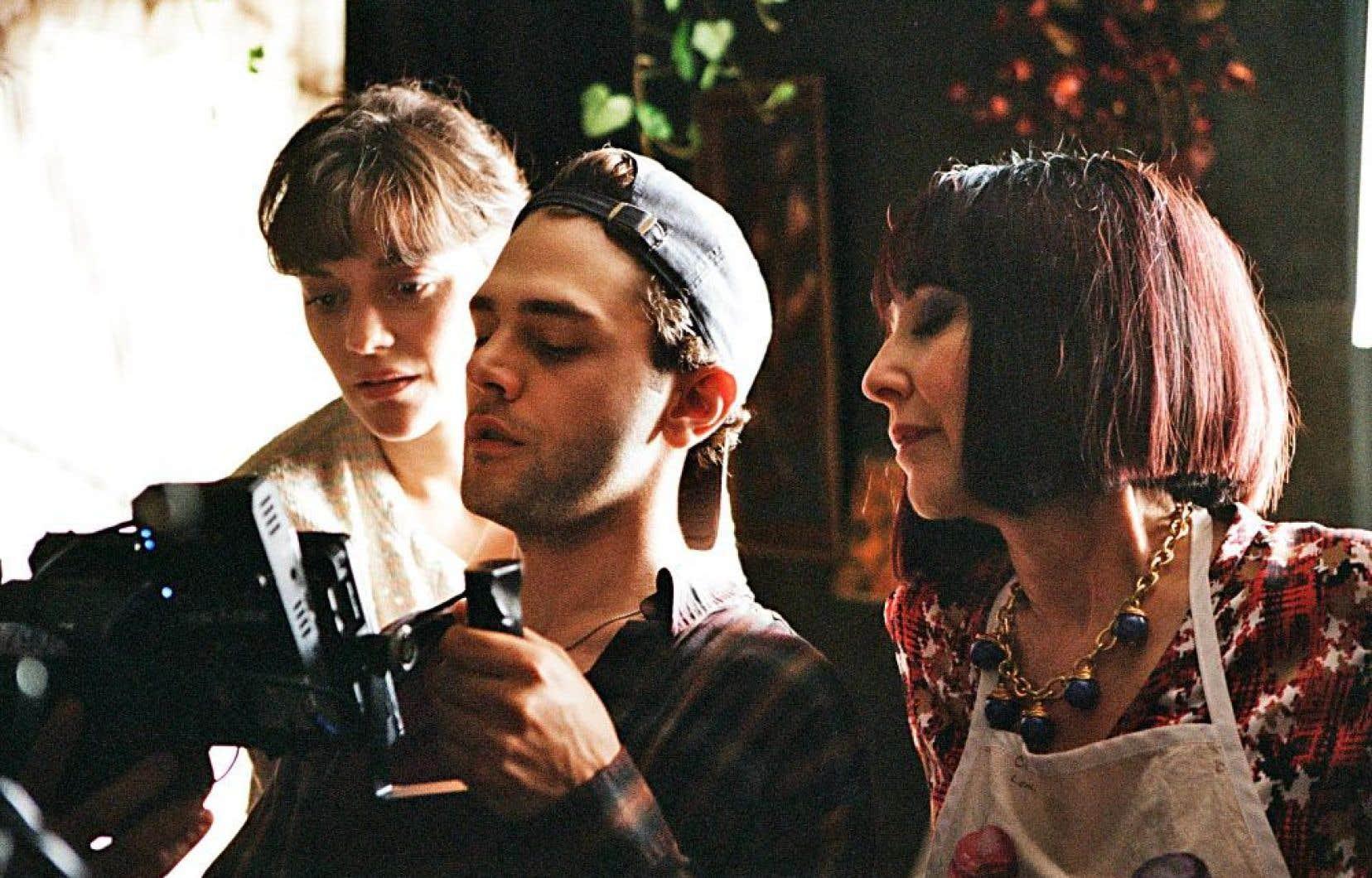 Xavier Dolan sur le plateau de tournage avec ses actricesMarion Cotillard et Nathalie Baye
