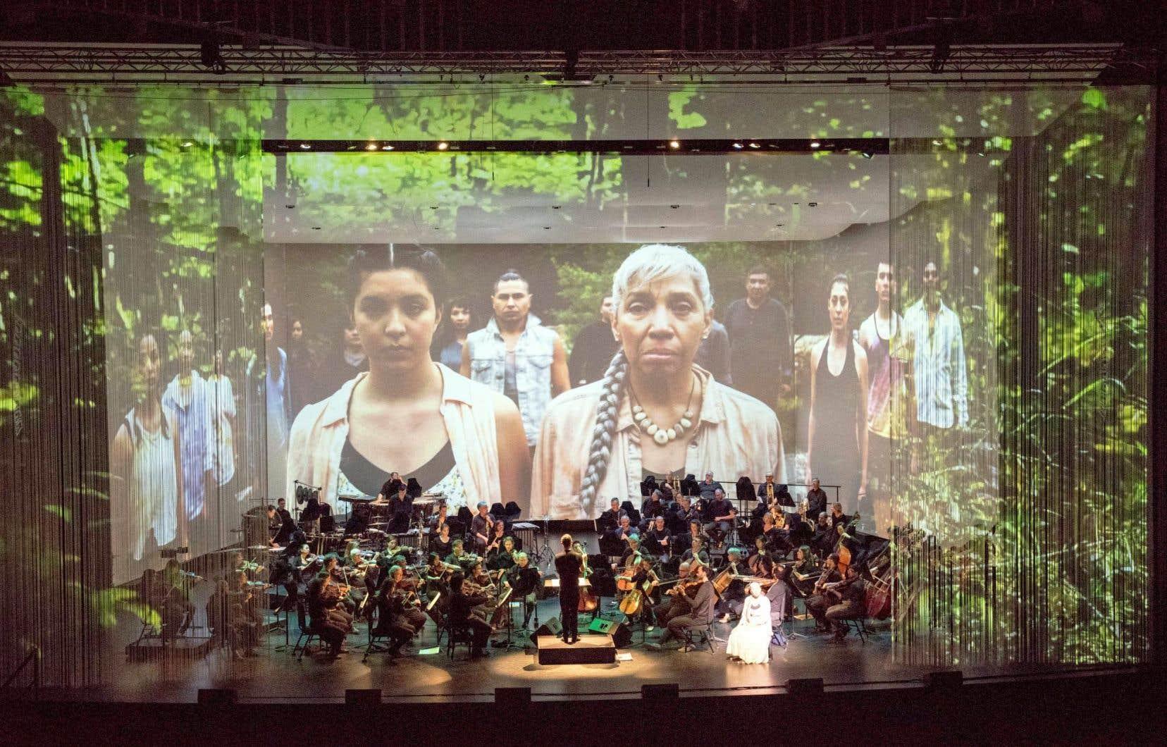 Les projections constituent l'intégralité du cadre de «My Name is Amanda Todd» de Jocelyn Morlock et sont enrichies par des photos dans «Dear Life» de Zosha di Castri, des extraits d'actualités dans «Bondarsphere» de Nicole Lizée et par un film dans «I Lost my Talk».