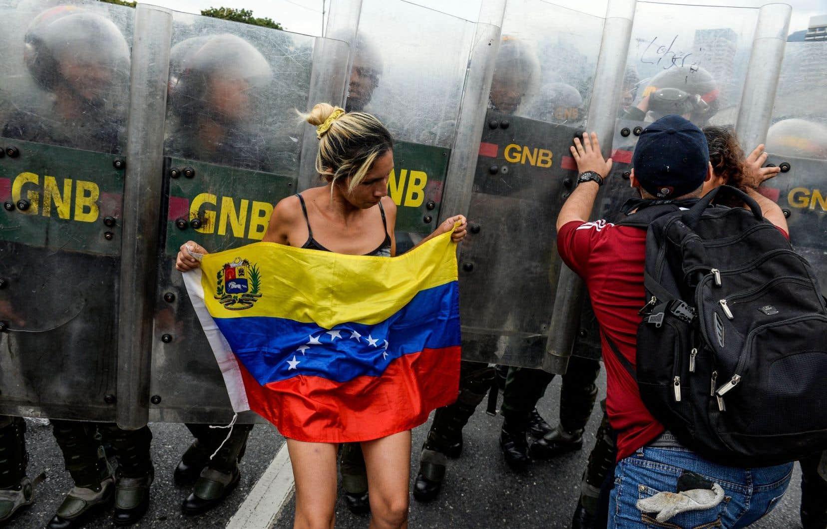 Avec une inflation galopante et une monnaie dévaluée, les Vénézuéliens souffrent de graves pénuries alimentaires qui les poussent à manifester leur mécontentement à l'égard du gouvernement, comme sur cette photo prise à Caracas il y a une semaine.