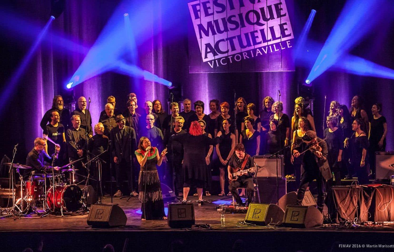 La princesse inuite Tanya Tagaq nous a offert une performance hors du commun vendredi soir, avec l'Element Choir.<br />