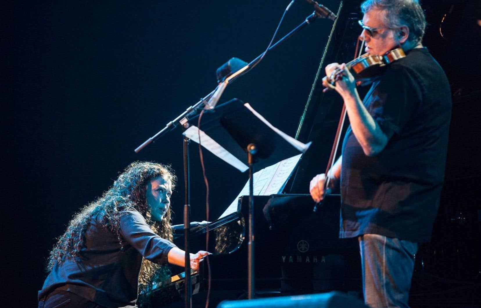 L'ineffable Sylvie Courvoisier et Mark Feldman au violon ont ouvert le bal des «Bagatelles» de John Zorn, vendredi soir, au Colisée de Victoriaville.