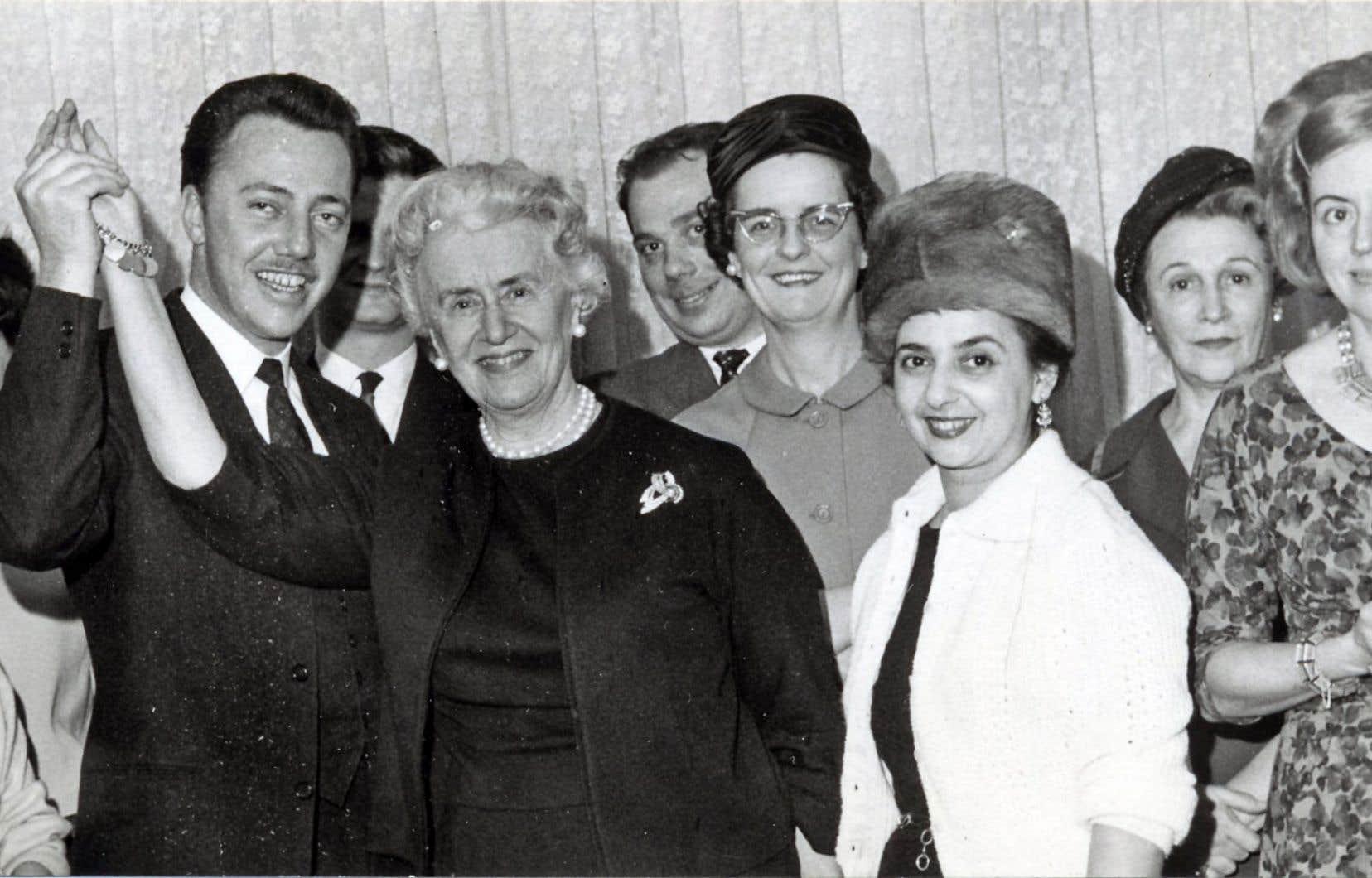 La fondatrice de la Fédération des femmes du Québec, Thérèse Casgrain (au centre de la photo)