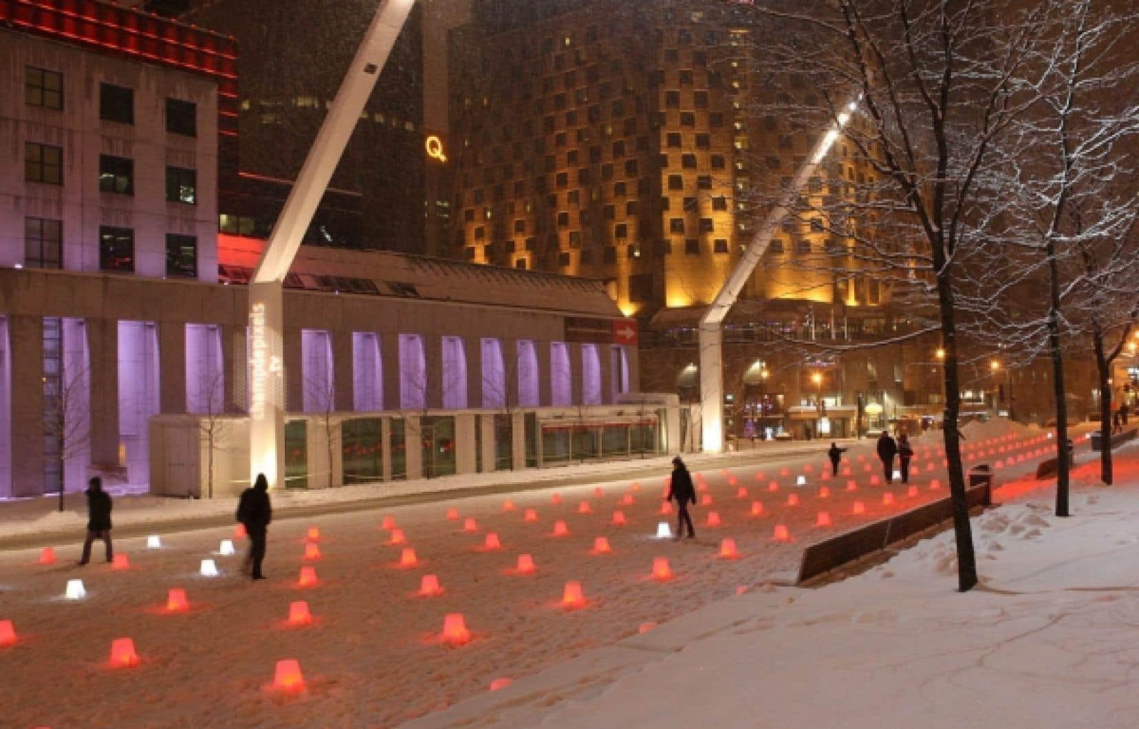 L'installation in situ intitulée Champ de pixels est composée de 400 sources lumineuses  et interactives.