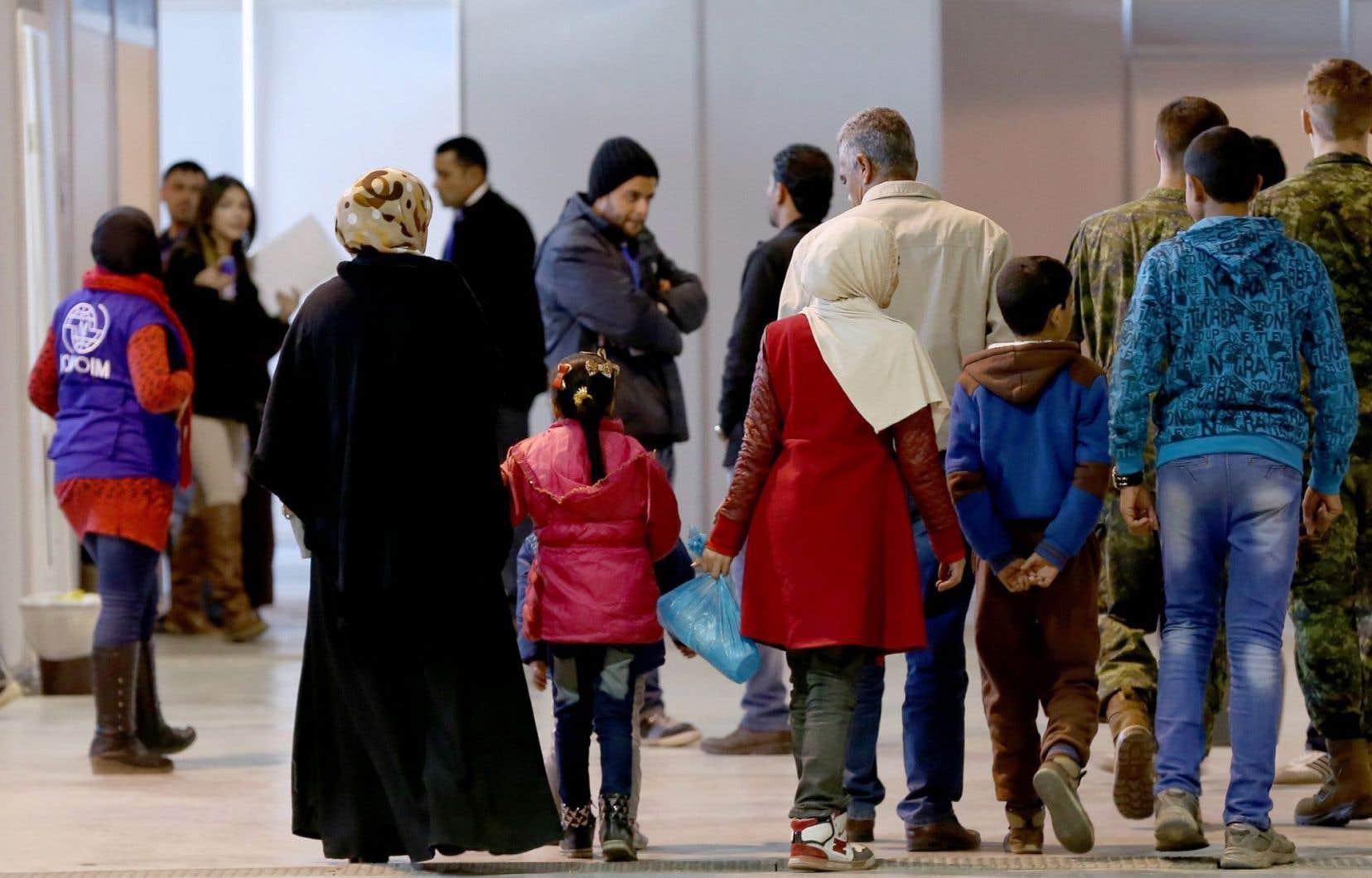 Des représentants de la communauté syrienne de Montréal ont dénoncé les ratés du parrainage privé des réfugiés, un processus qui leur apparaît discriminatoire.