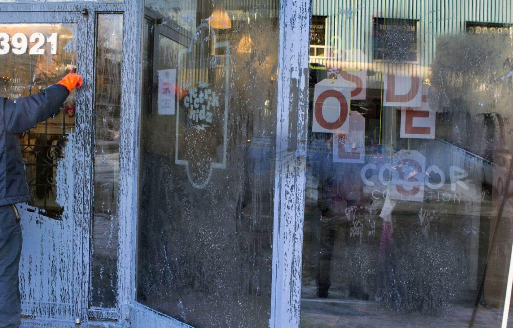 En février, dans Hochelaga-Maisonneuve, la boutique Electrik Kidz avait été aspergée de peinture par des militants anti-gentrification.