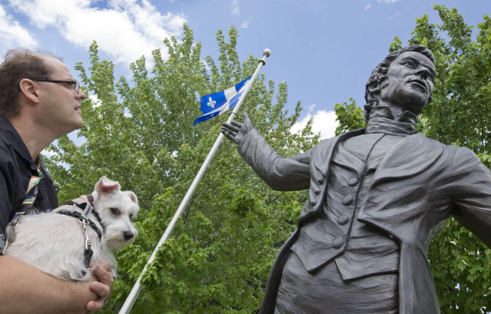 Un patriote toujours debout : la statue de Louis-Joseph Papineau à Saint-Denis-sur-Richelieu, sur les lieux de la bataille des Patriotes en 1837.