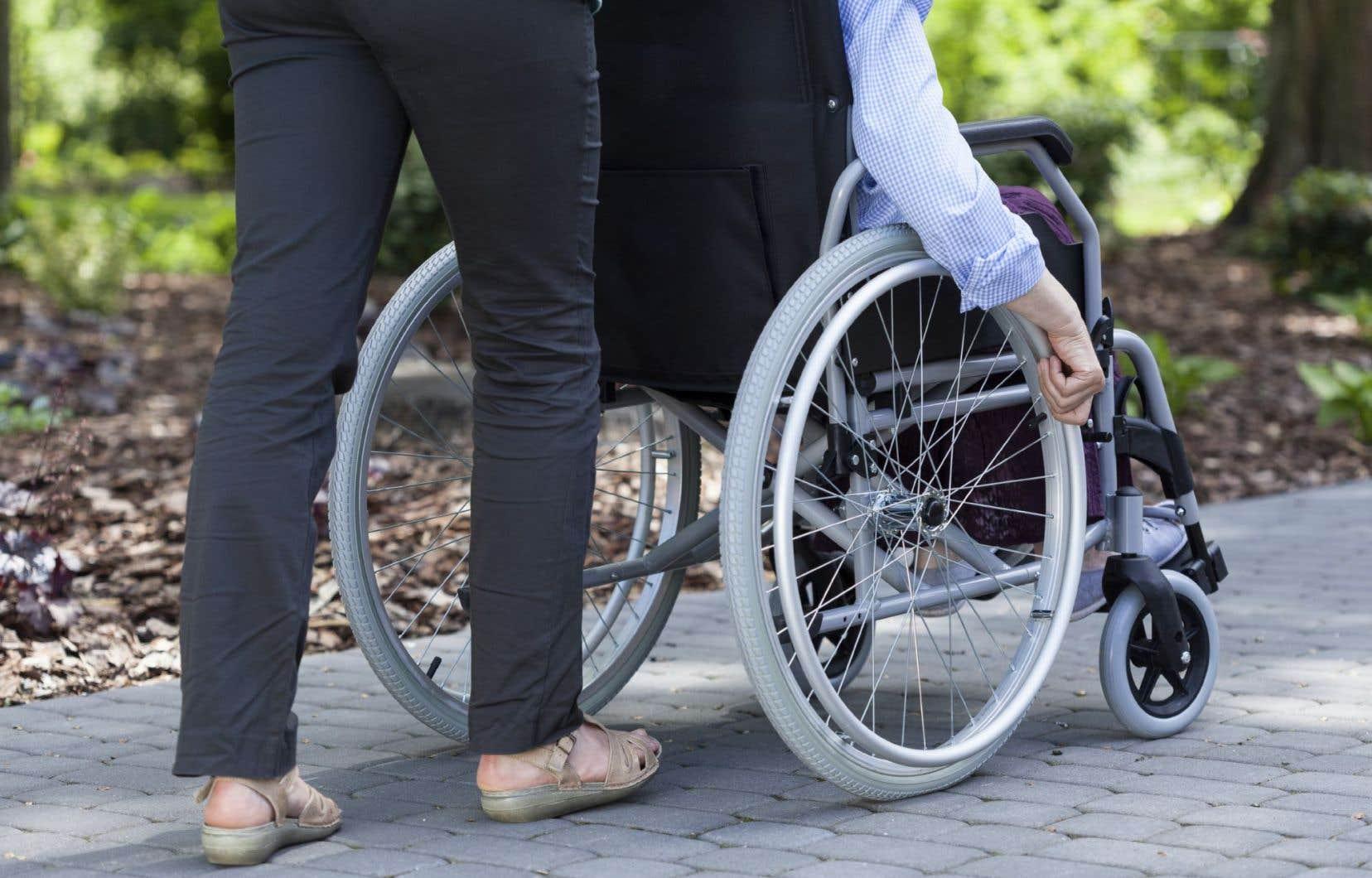La clientèle du Centre de réadaptation Lucie-Bruneau réside à 75% dans l'est de Montréal et éprouve le plus souvent des difficultés à se déplacer pour recevoir des soins.