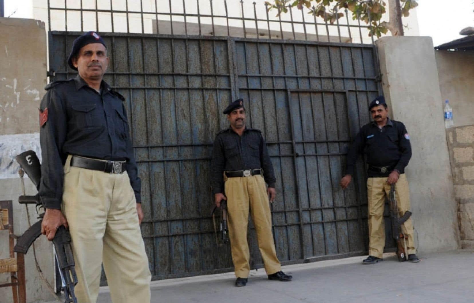 Le ministre de l'Intérieur a été convoqué par un tribunal à Karachi.