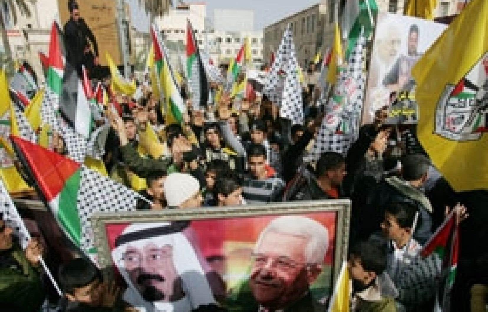 Manifestation de partisans du président Mahmoud Abbas, le 25 janvier. M. Abbas a accusé hier le Hamas d'avoir «risqué la vie du peuple» palestinien.