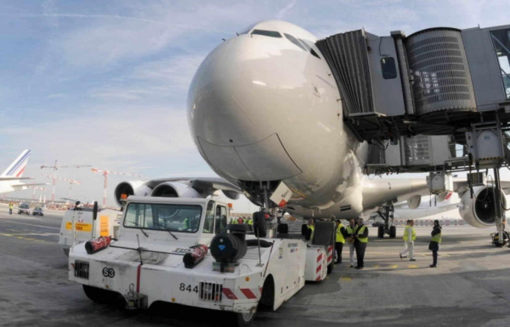 L'A380 d'Air France avant son départ de l'aéroport de Paris. Depuis sa mise en service le 20 novembre dernier, l'appareil a connu trois pannes.