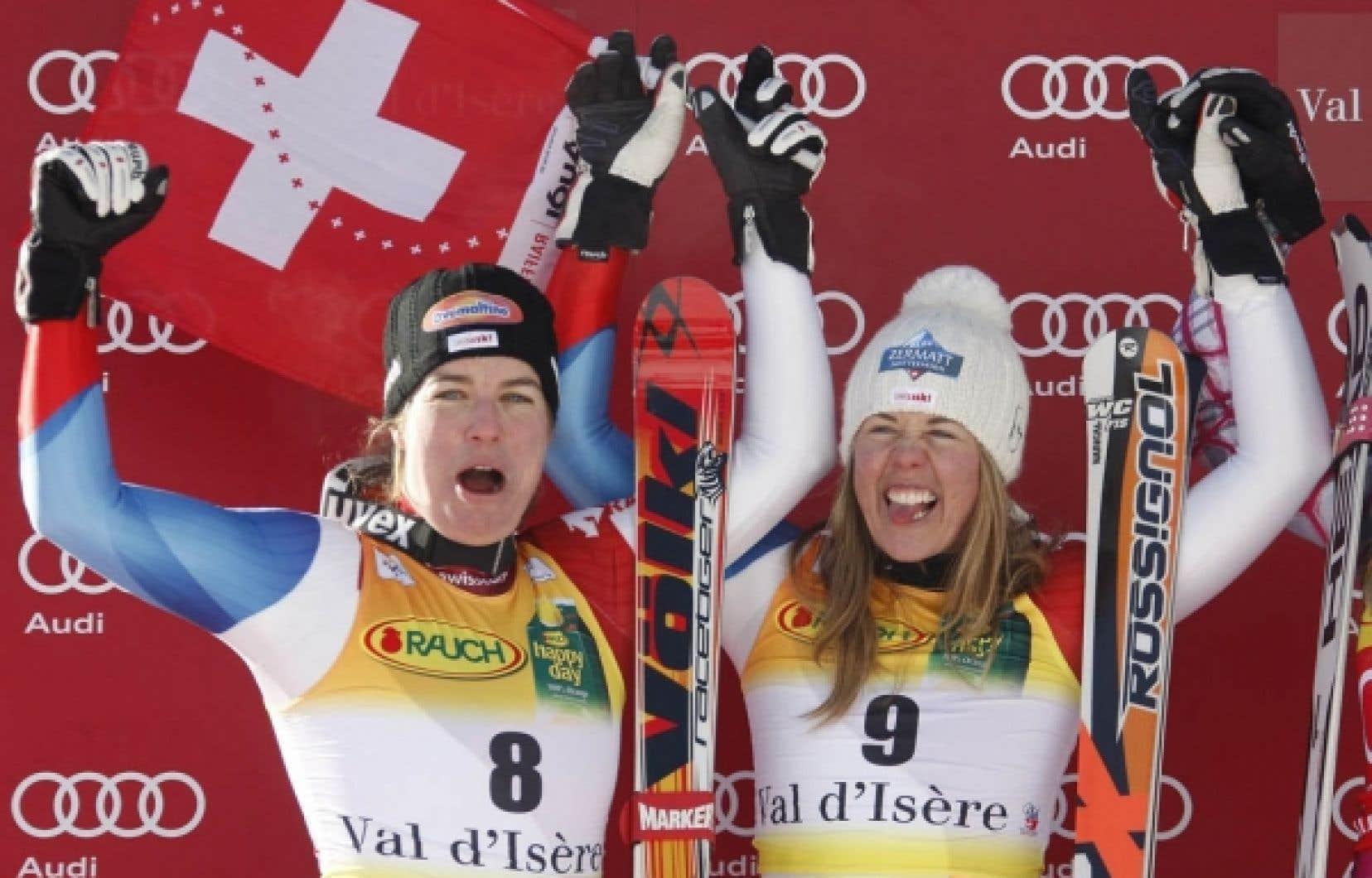 Les deux skieuses suisses Nadia Styger et Franzi Aufdenblatten sont montées sur le podium du super-G de Val-d'Isère, hier.