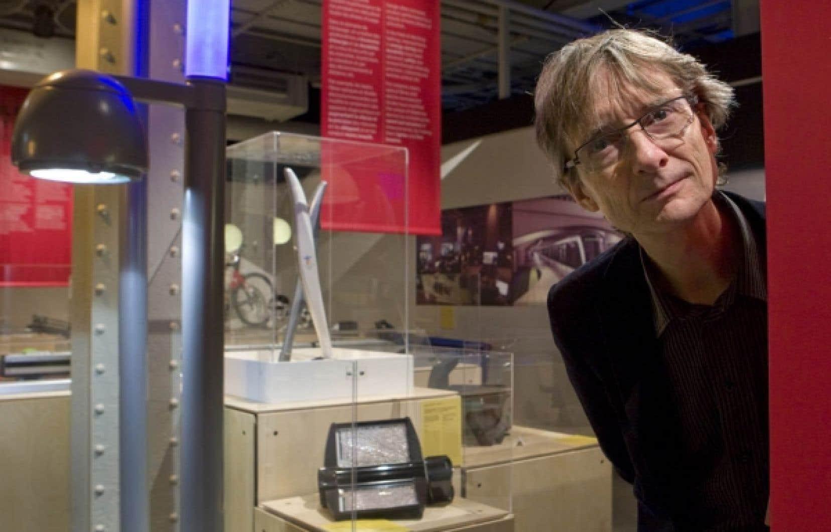 Philippe Lalande, directeur de l'École de design industriel de l'Université de Montréal, photographié au Centre des sciences de Montréal, qui présente une rétrospective de 40 ans de design québécois.