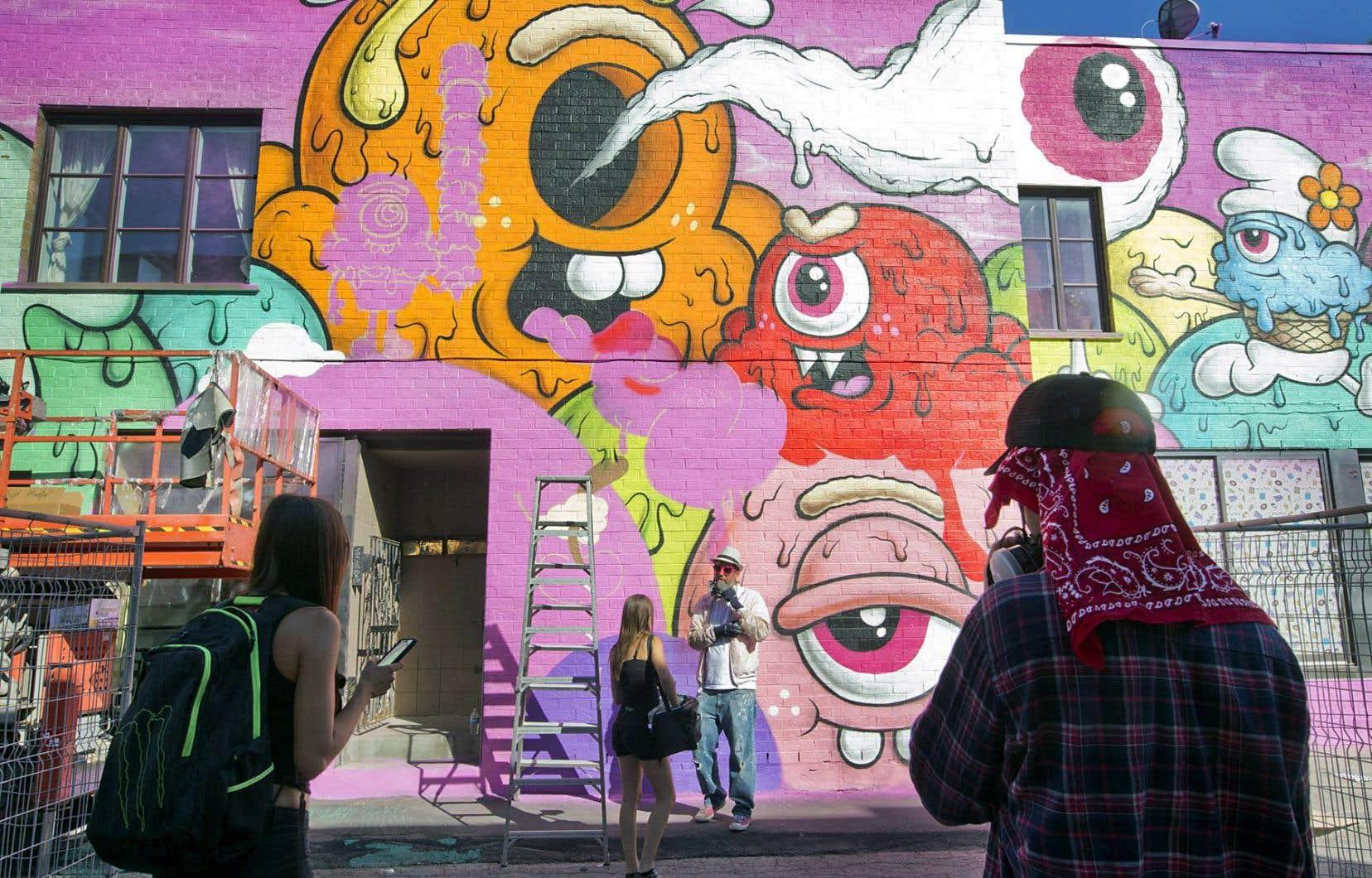 Par le festival Mural, le graffiti est valorisé, mais uniquement dans sa forme institutionnalisée, régulée par des promoteurs d'événements, disent les auteurs.