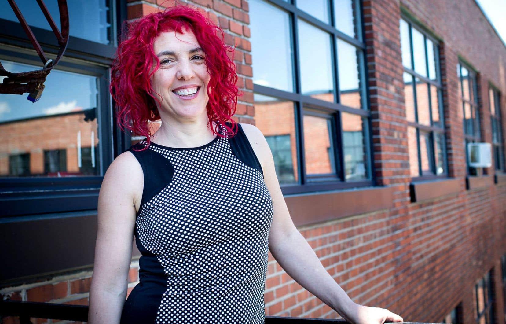 Sylvette Babin est directrice de la revue «esse arts + opinions». Elle poursuit une double pratique d'éditrice et d'artiste de la performance.