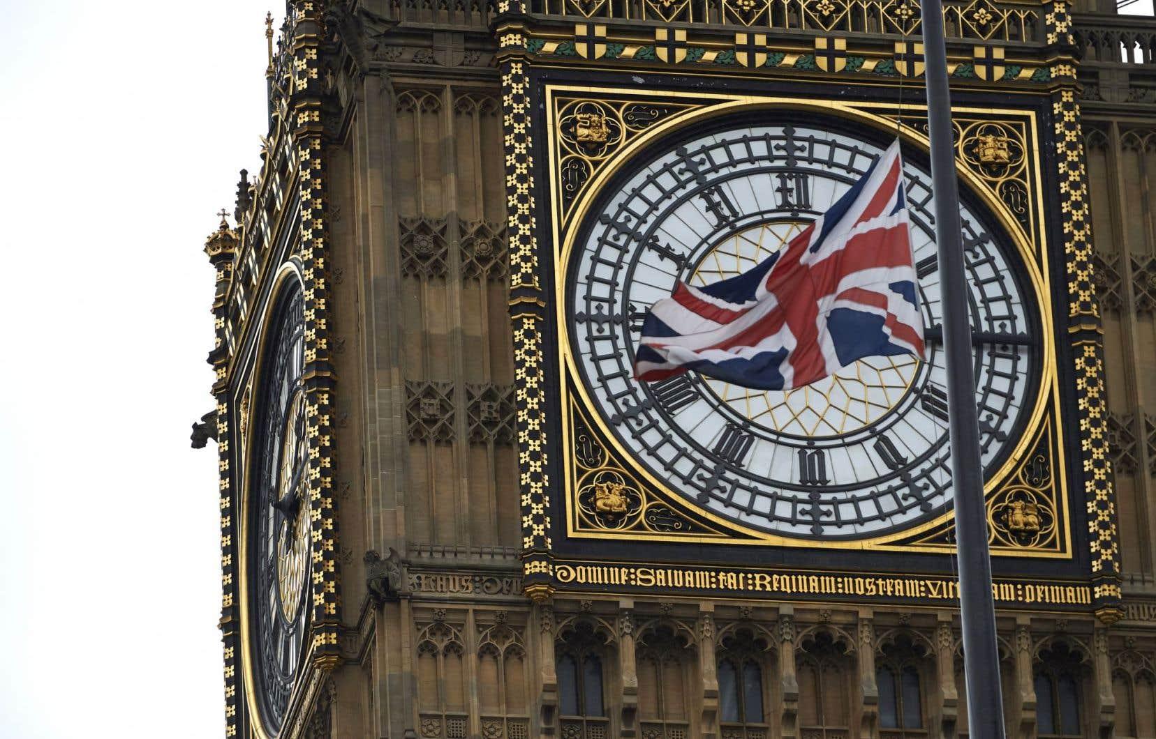 Un Brexit serait interprété comme le signal du retranchement d'un grand pays sur une position géographique privilégiée, selon Olivier Schmitt.