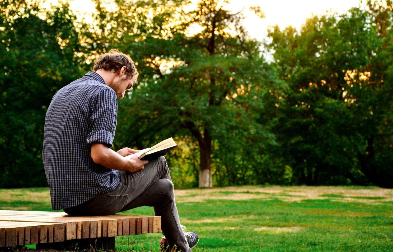 Certaines écoles aux États-Unis, rappelle Azar Nafisi, refusent désormais d'enseigner des chefs-d'œuvre de la littérature comme «Les aventures de Huckleberry Finn», de Mark Twain, sous prétexte que des mots ou des passages pourraient offenser les jeunes lecteurs.